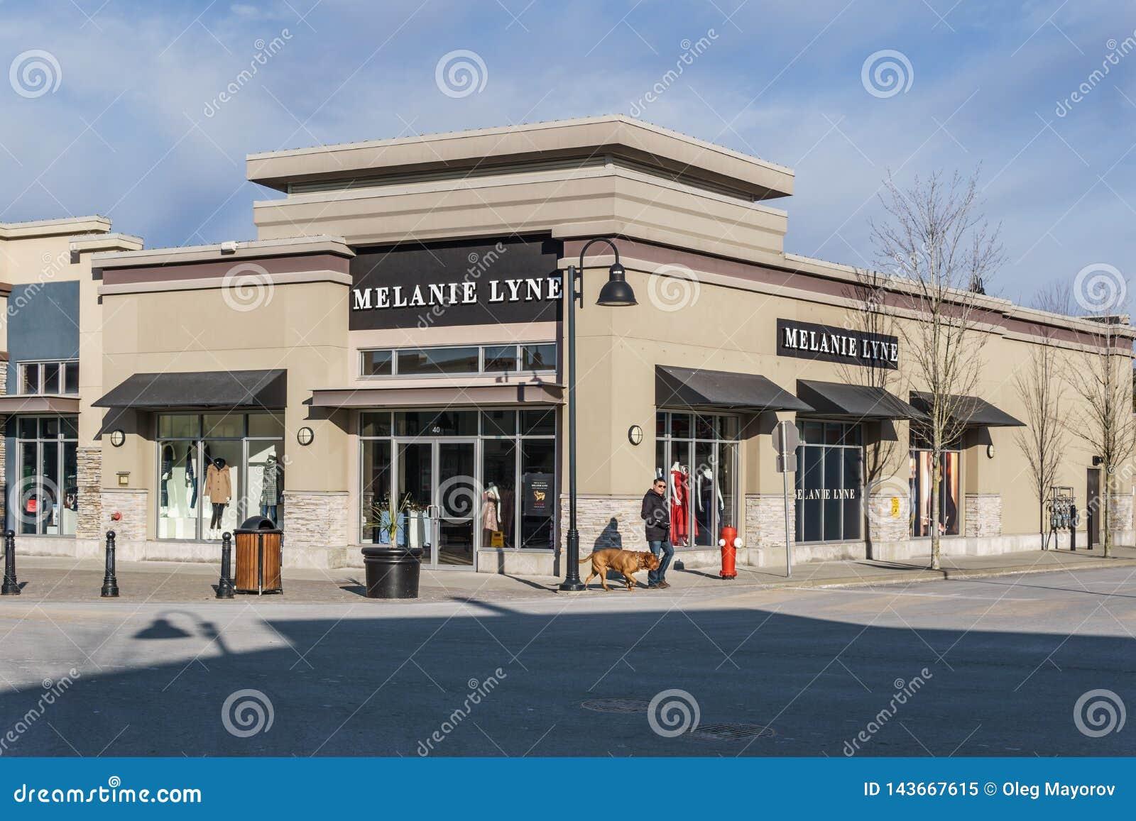 SURREY, CANADÁ - 10 de febrero de 2019: Centro comercial de la tienda de Melanie Lyne o plaza de compras en la vecindad de Sunnys