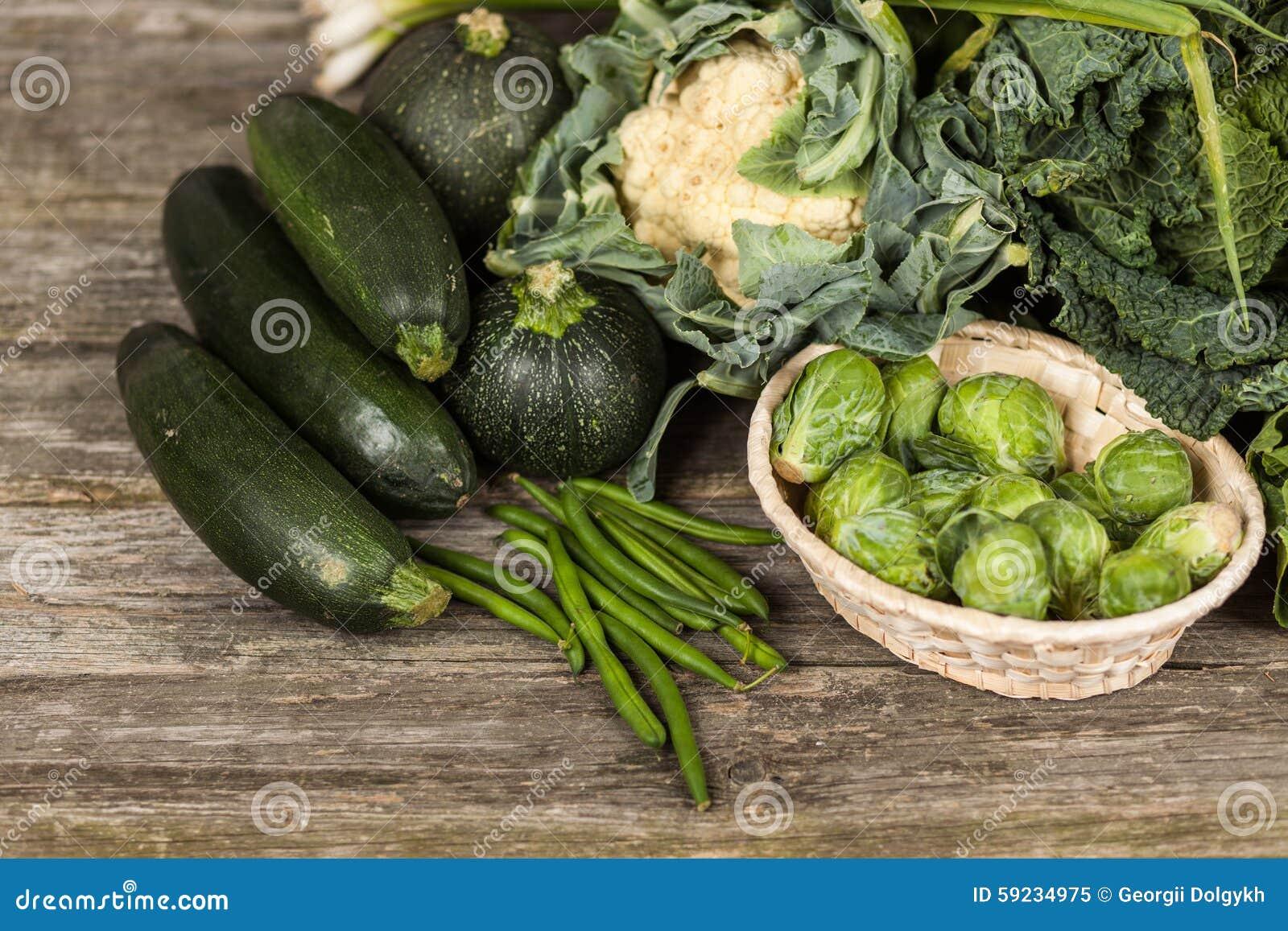 Download Surtido de verduras verdes imagen de archivo. Imagen de rústico - 59234975