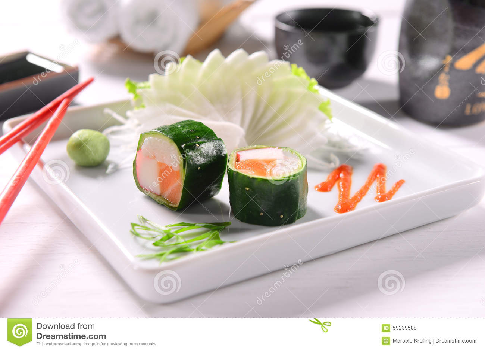 Download Sushi foto de archivo. Imagen de inferior, pares, mercancías - 59239588