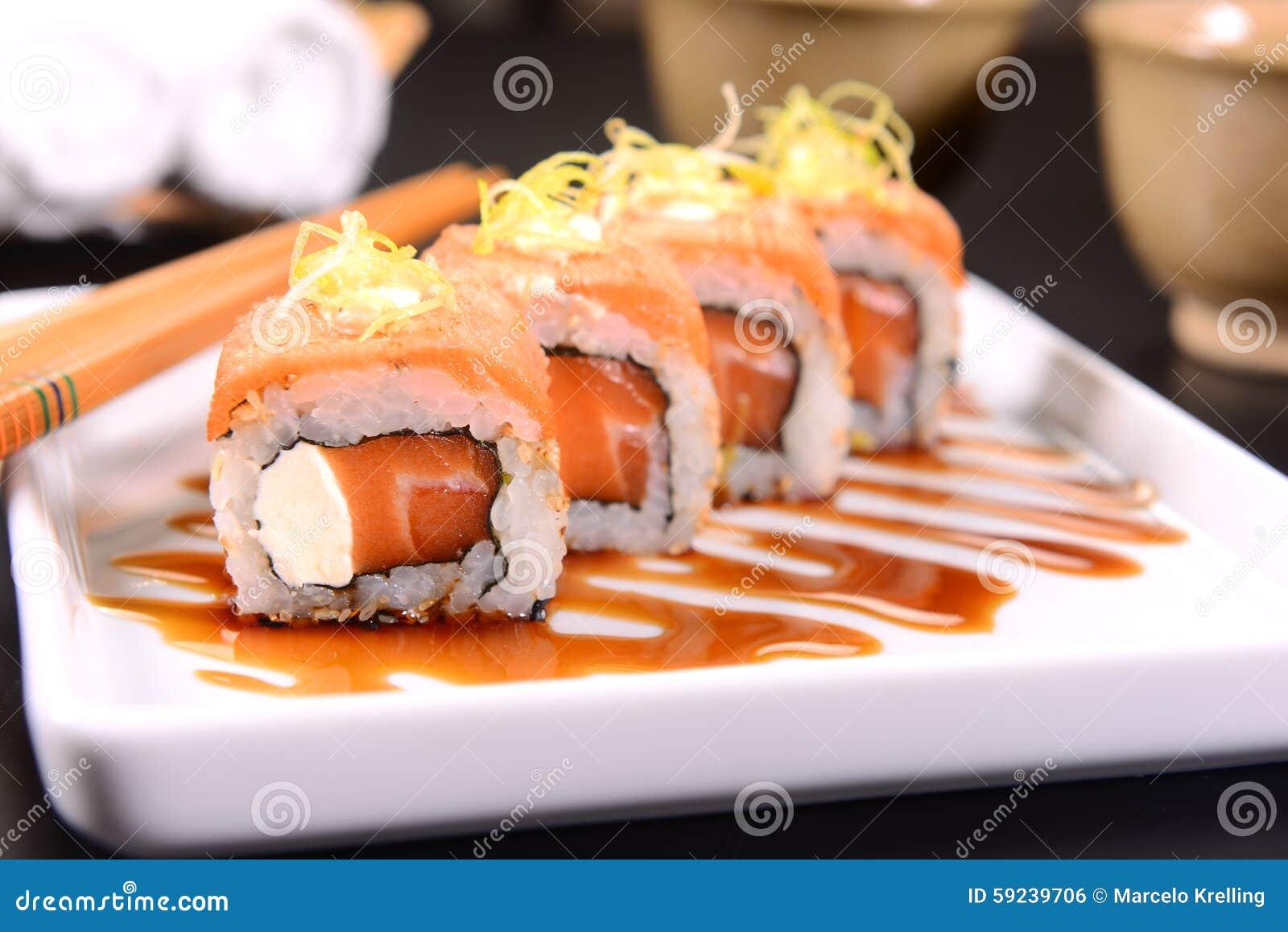Download Sushi foto de archivo. Imagen de gente, mano, alimento - 59239706