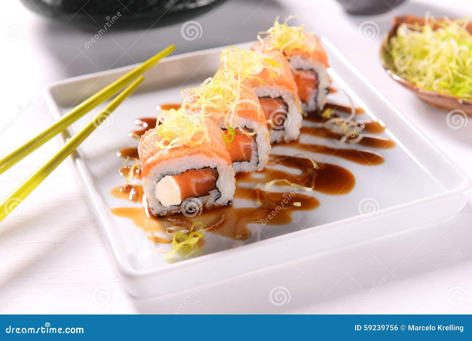 Download Sushi foto de archivo. Imagen de alimento, salsa, rodillo - 59239756