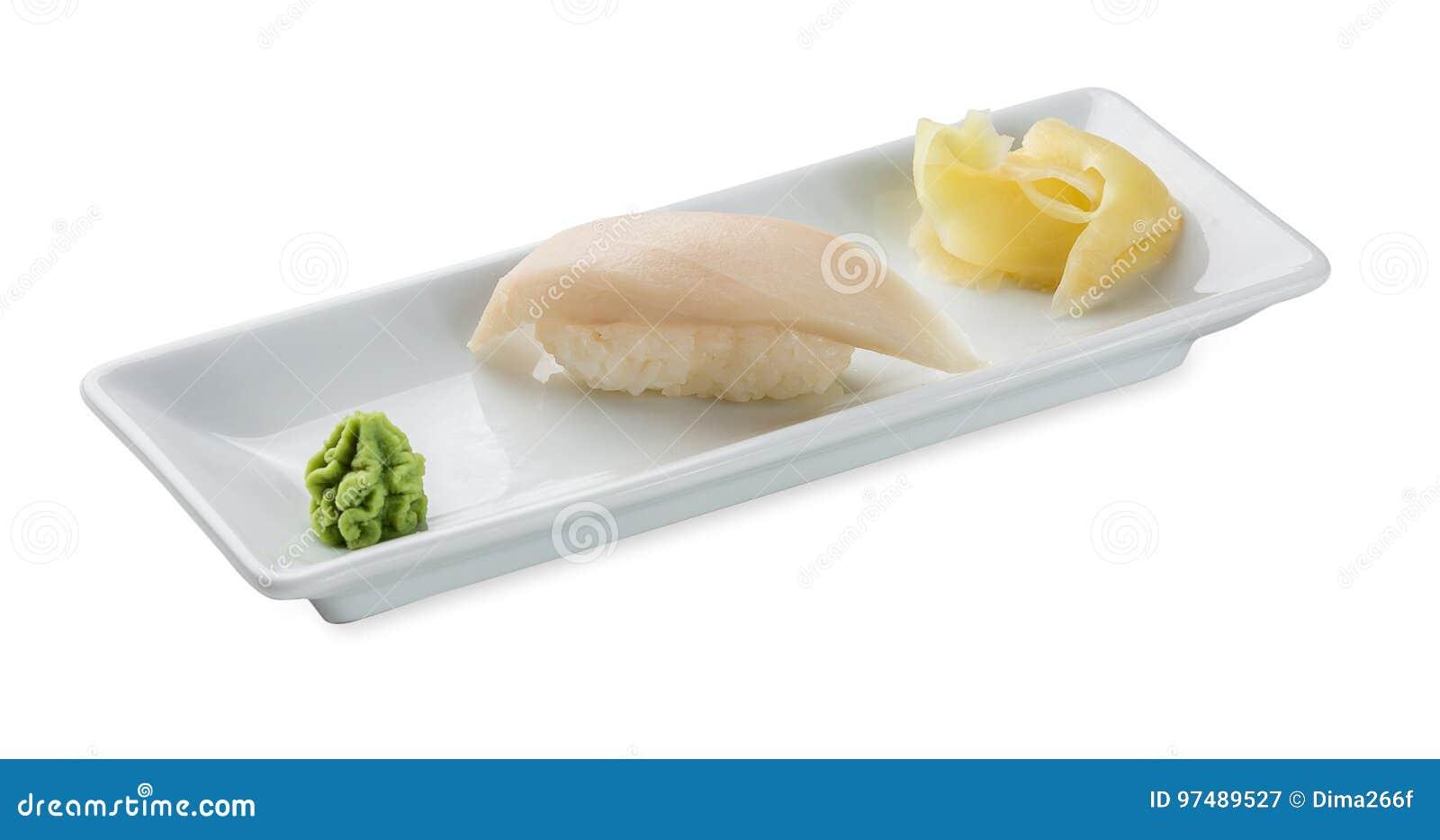 Sushi con il pesce oleoso isolato su bianco