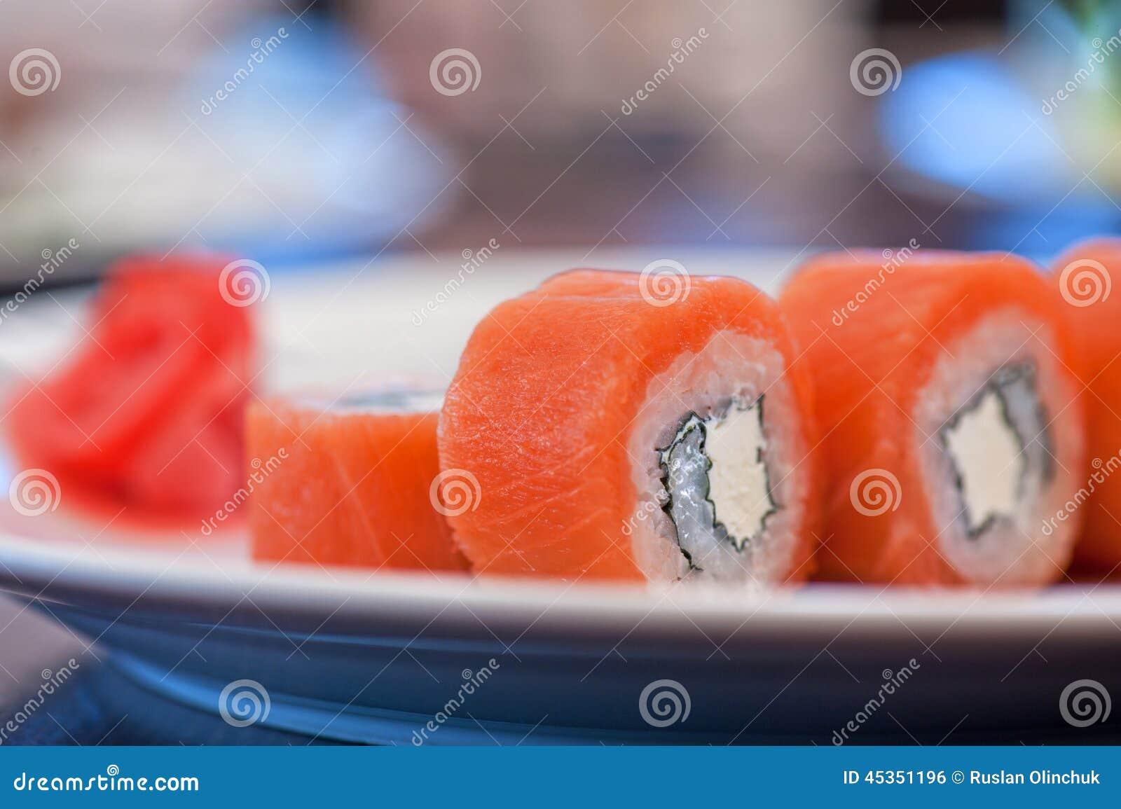 Sushi de petit pain de saumons