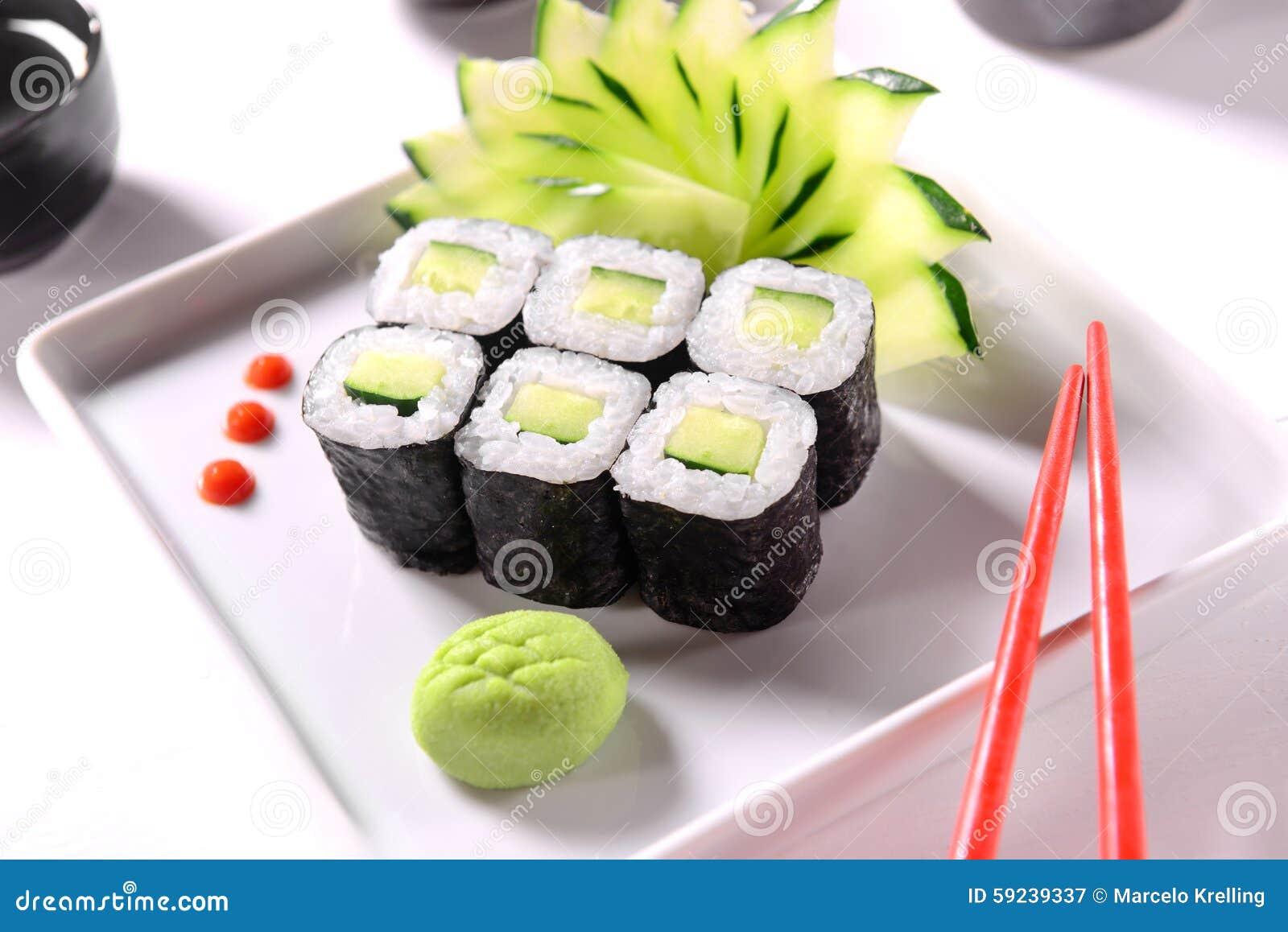 Download Sushi del pepino imagen de archivo. Imagen de placa, seises - 59239337