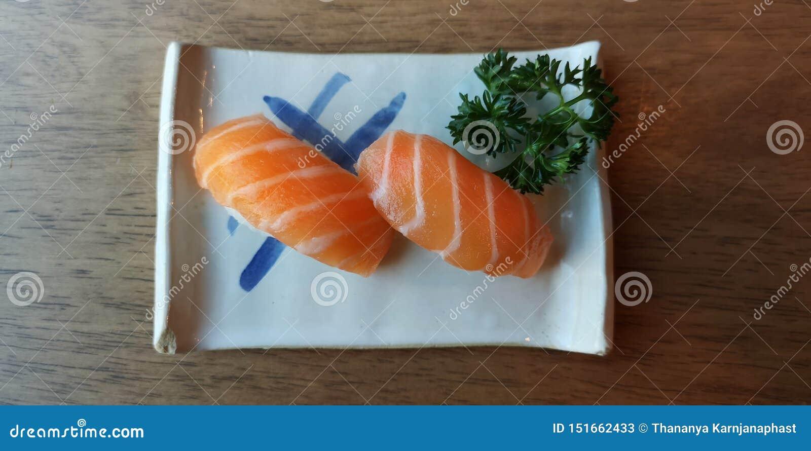 Sushi des saumons