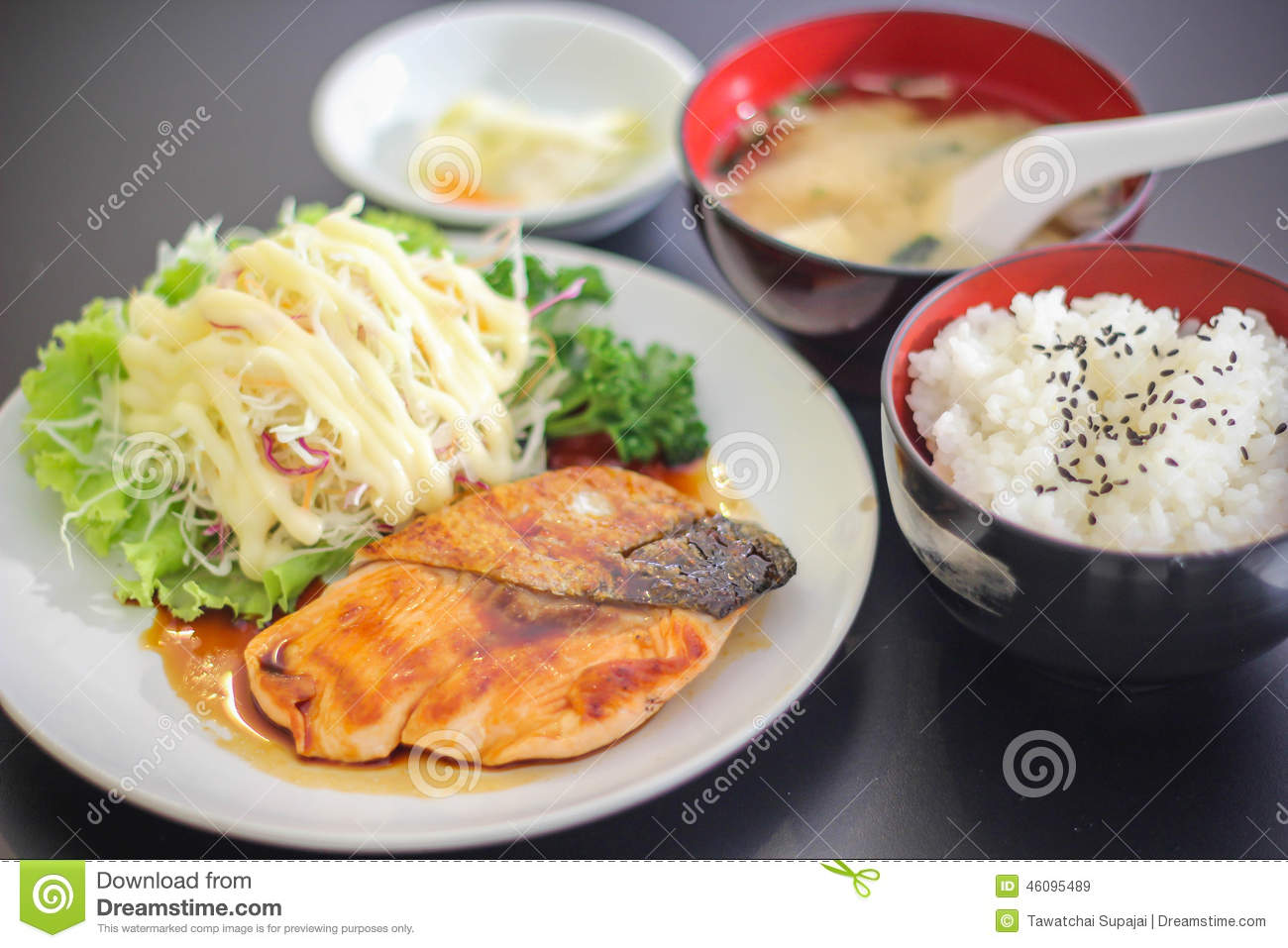 Sushi japanese yummy dish meat fish salmon delicious the for Fish for sushi