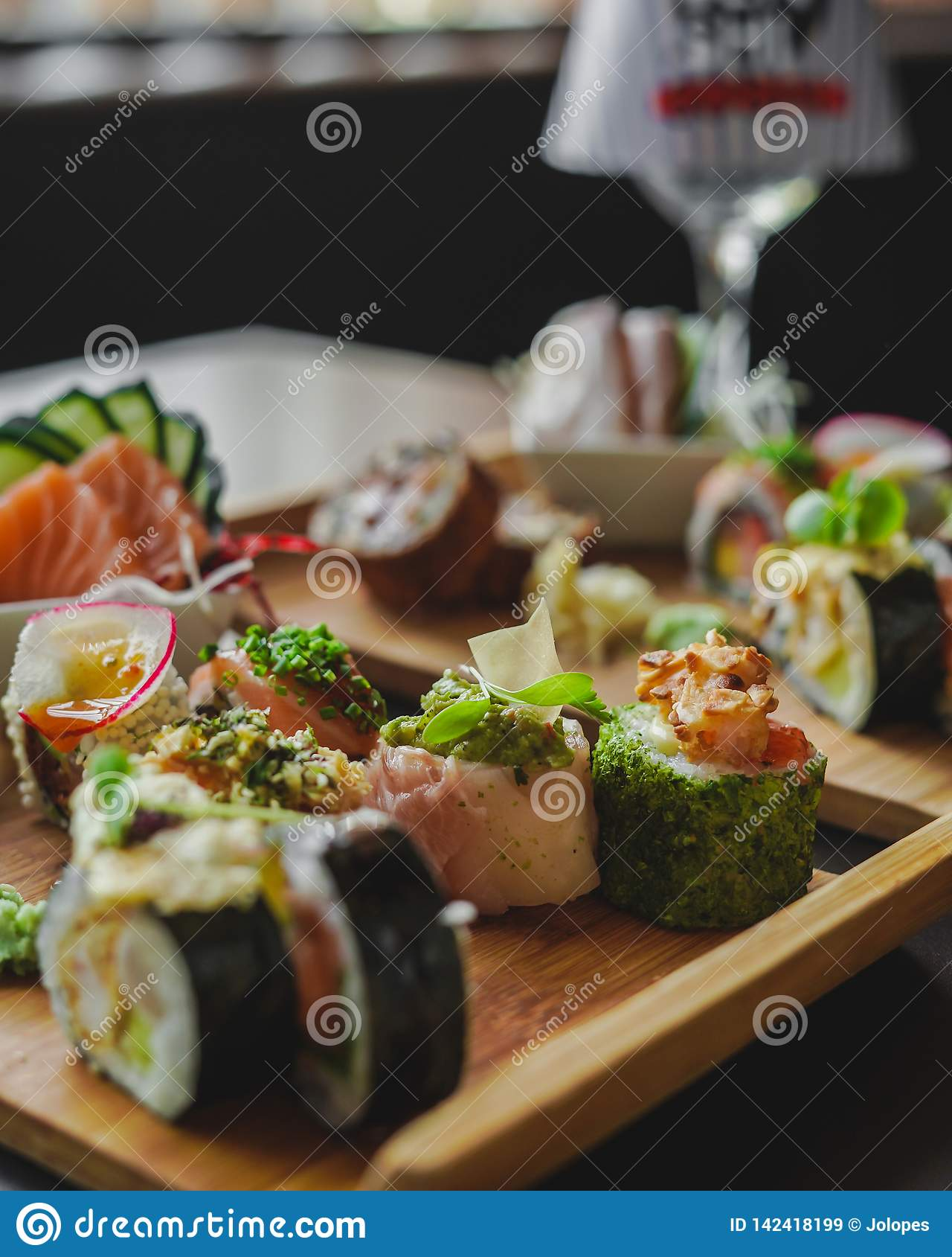 Sushi och japansk mat på tabellen