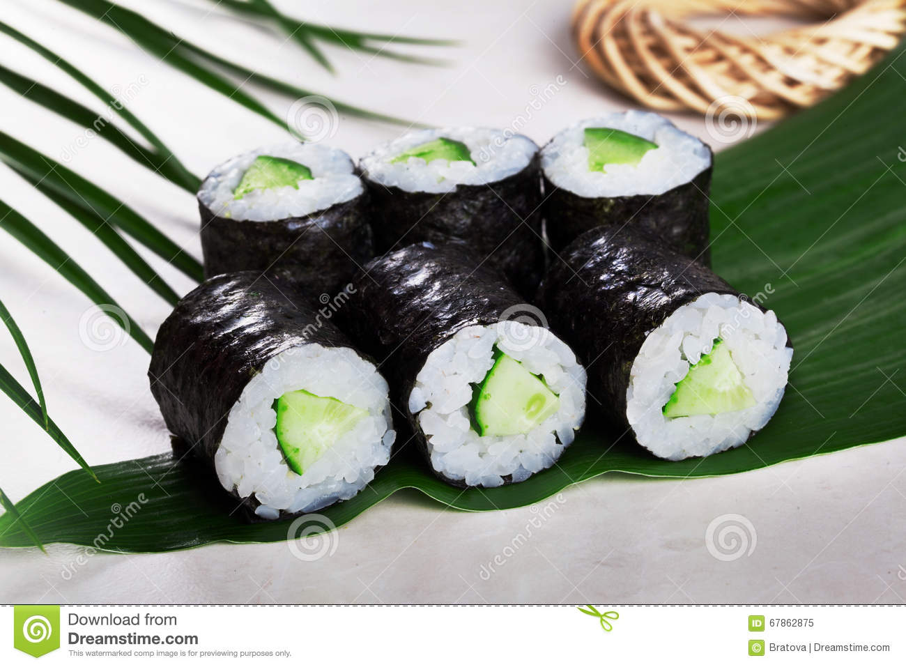 celebrar equilibrio Contrato  Sushi Roll Cucumber Chives Mini Kappa Maki In The Still Life On A Tropical  Leaves Hosomaki Stock Image - Image of background, diet: 67862875