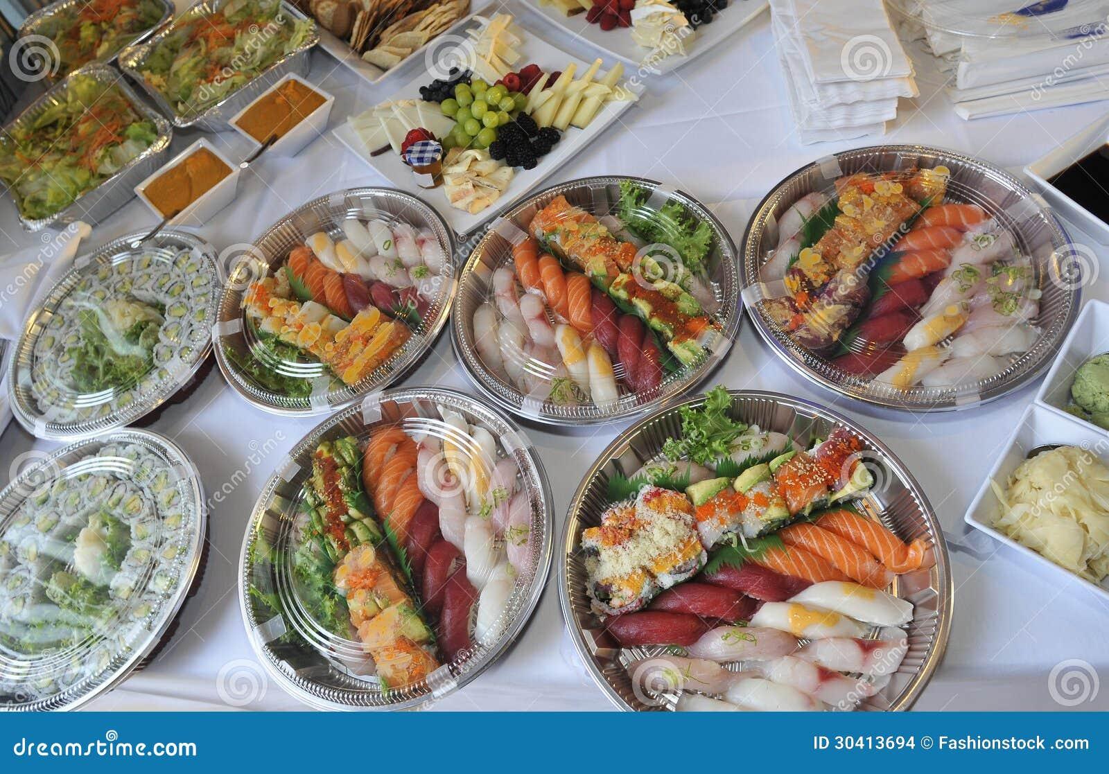Sushi sashimi rolos em bandejas e petiscos frios foto de stock imagem de coma enguia 30413694 - Bandejas para sushi ...