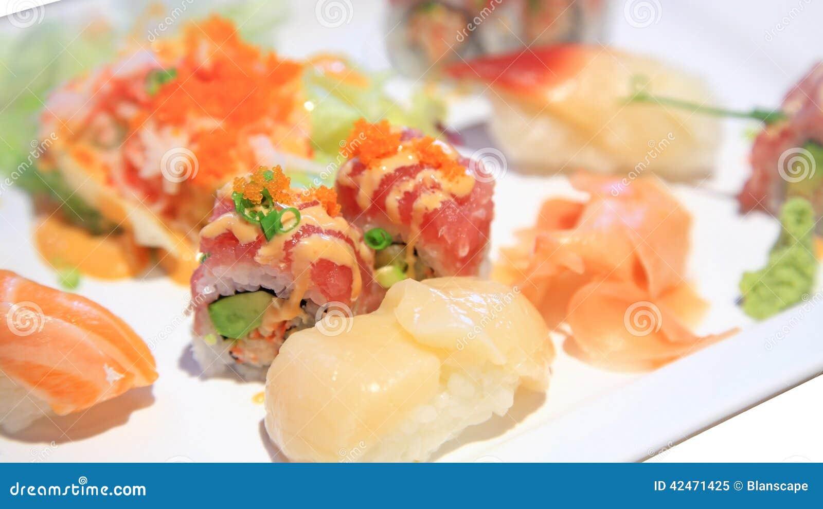 Sushi und würziger maki Satz