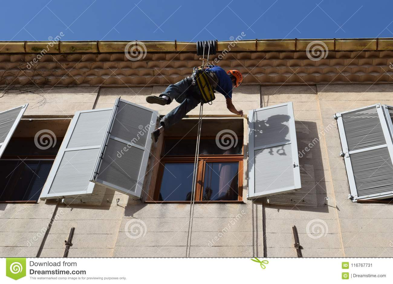 Construction Aix En Provence painter on ropes repairs shutters aix-en-provence france
