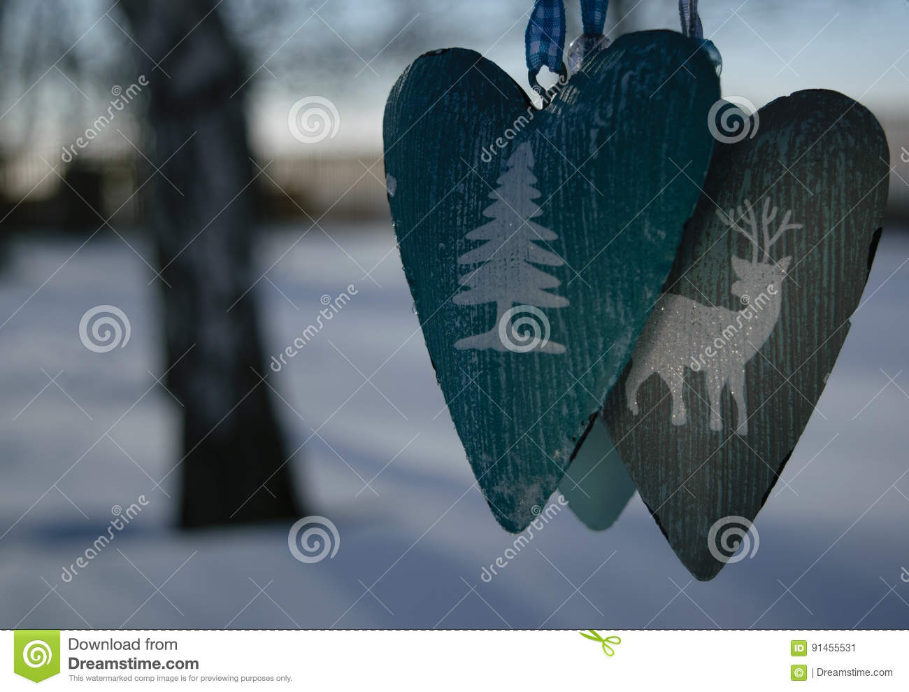 Suspension hearts on a tree branch in winter royalty free for Suspension 3 branches