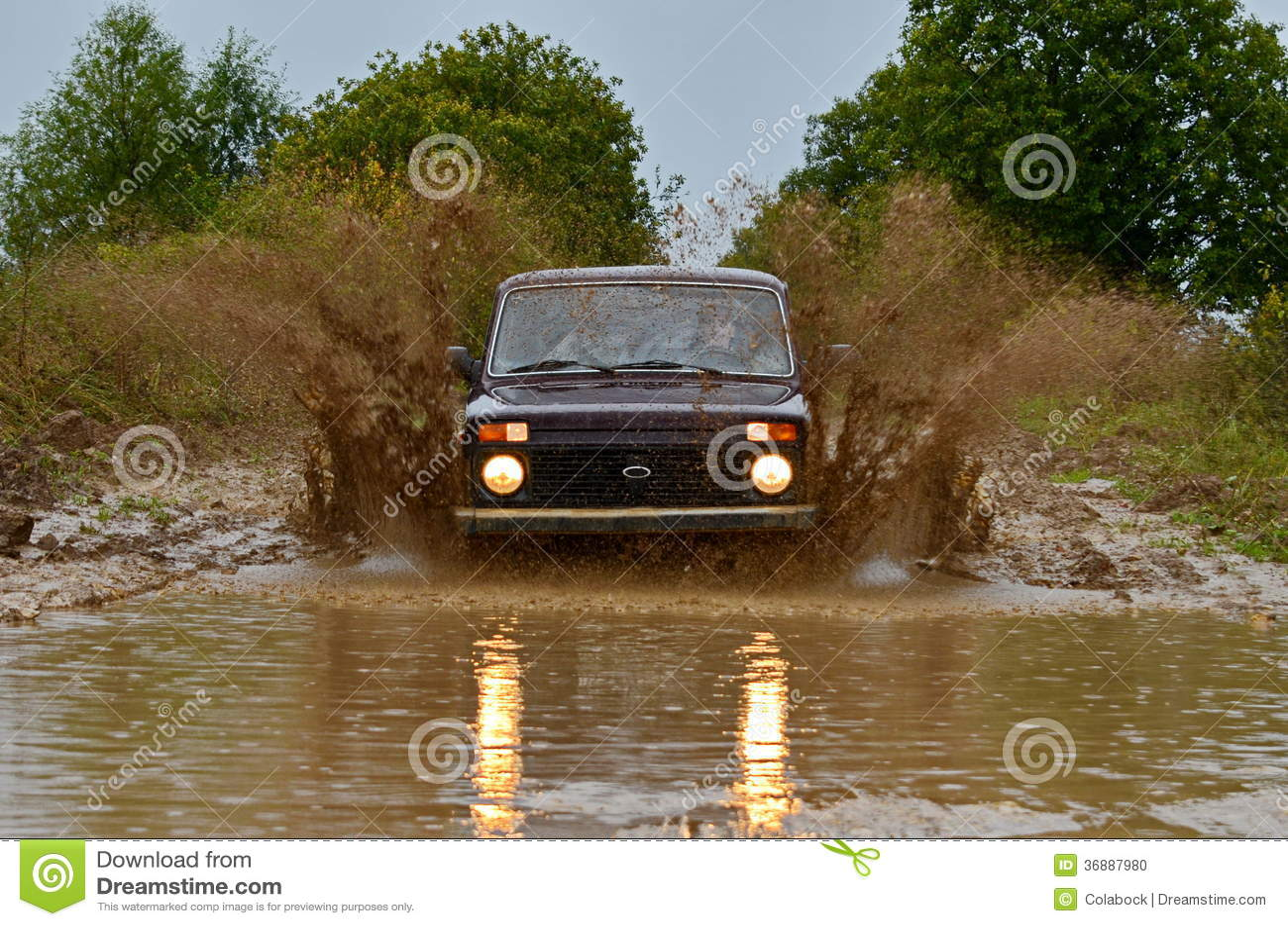 Download SUV fotografia stock. Immagine di automobile, strada - 36887980