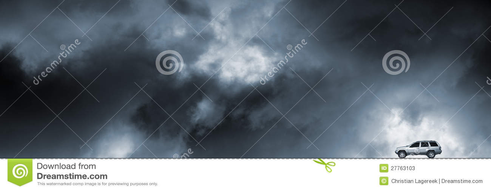 Suv pilotant par le temps orageux