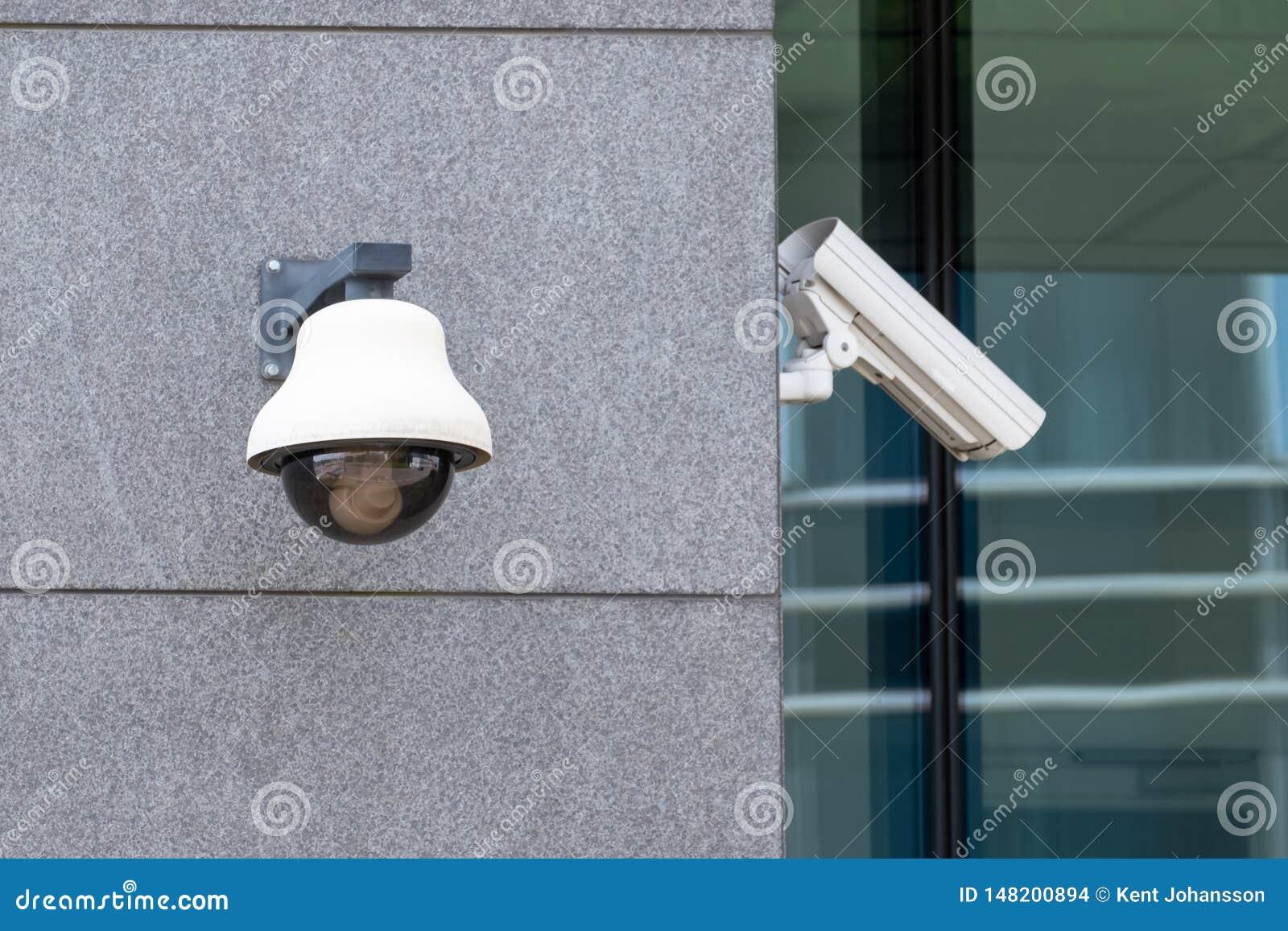 Suveillance-Kameras auf Fassade