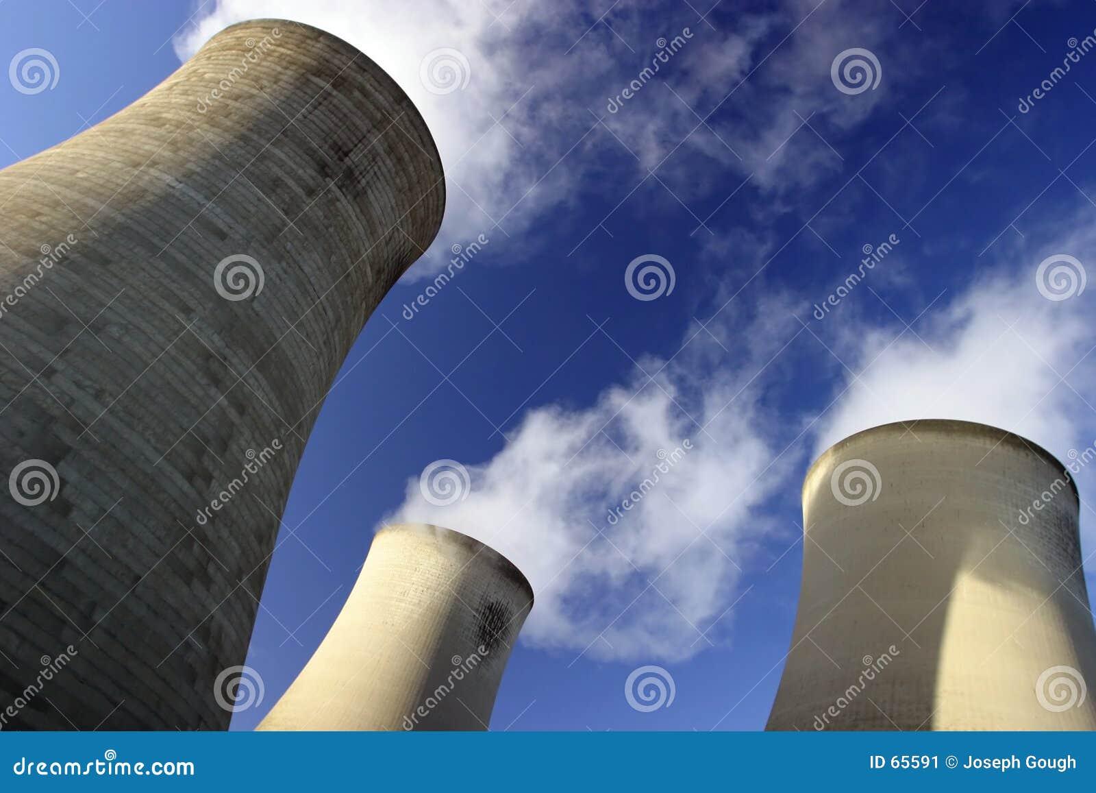 Svalnande torn för strömstation