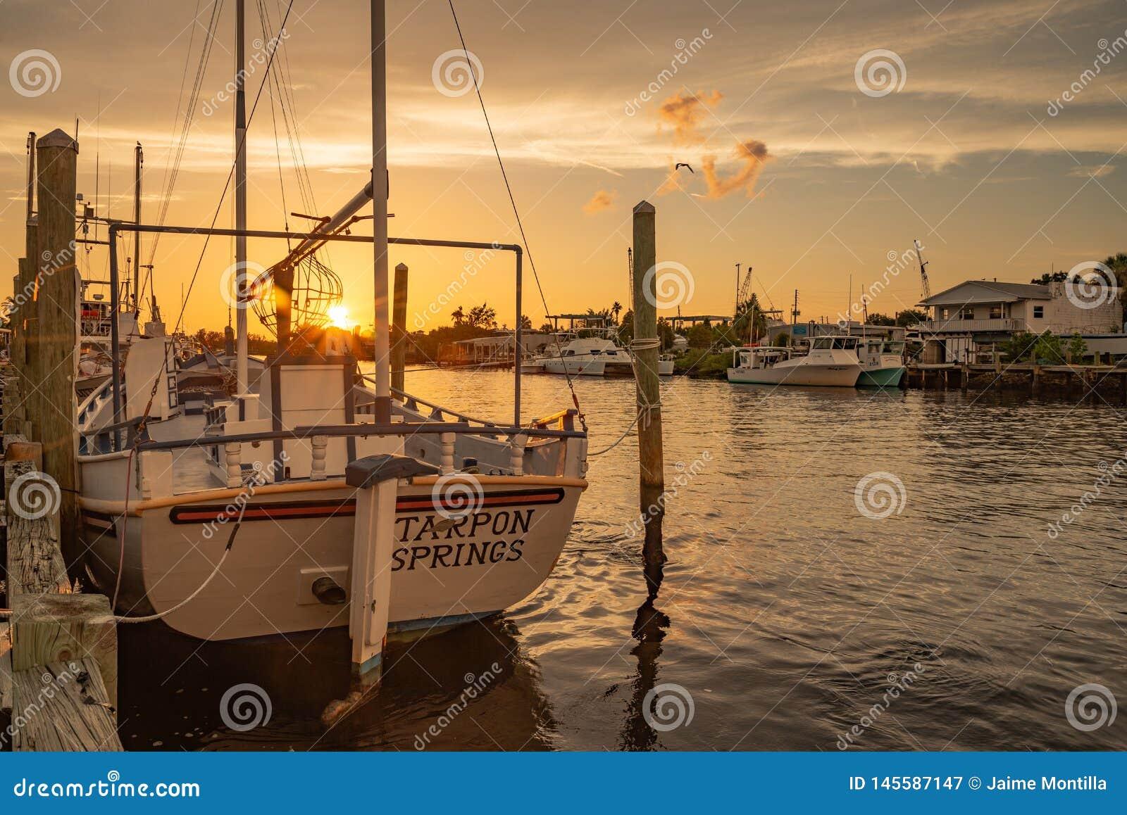 Svampfiskebåt på solnedgången i Tarpon Springs