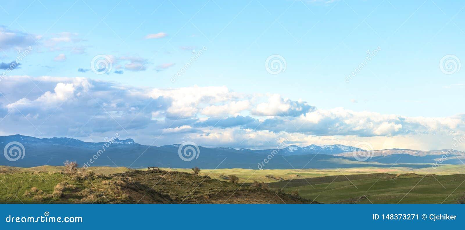 Svart berglandskap