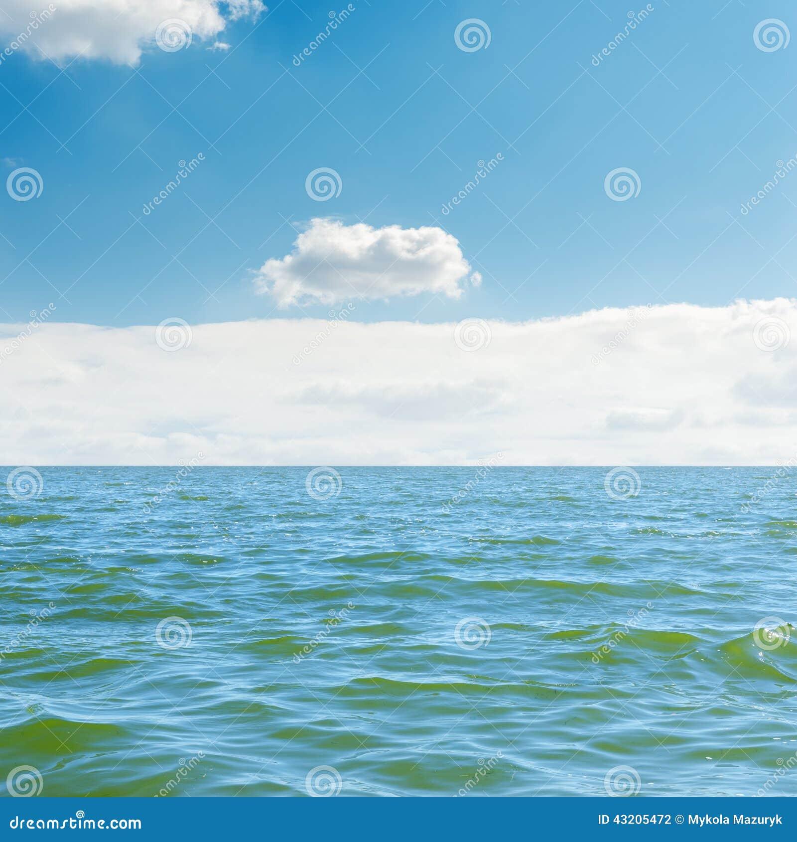 Download Svart Blå Ljus Ukraine För Sommar För Sky För Hav För Oklarhetscrimea Dag White Yalta Arkivfoto - Bild av takfönster, romantiker: 43205472