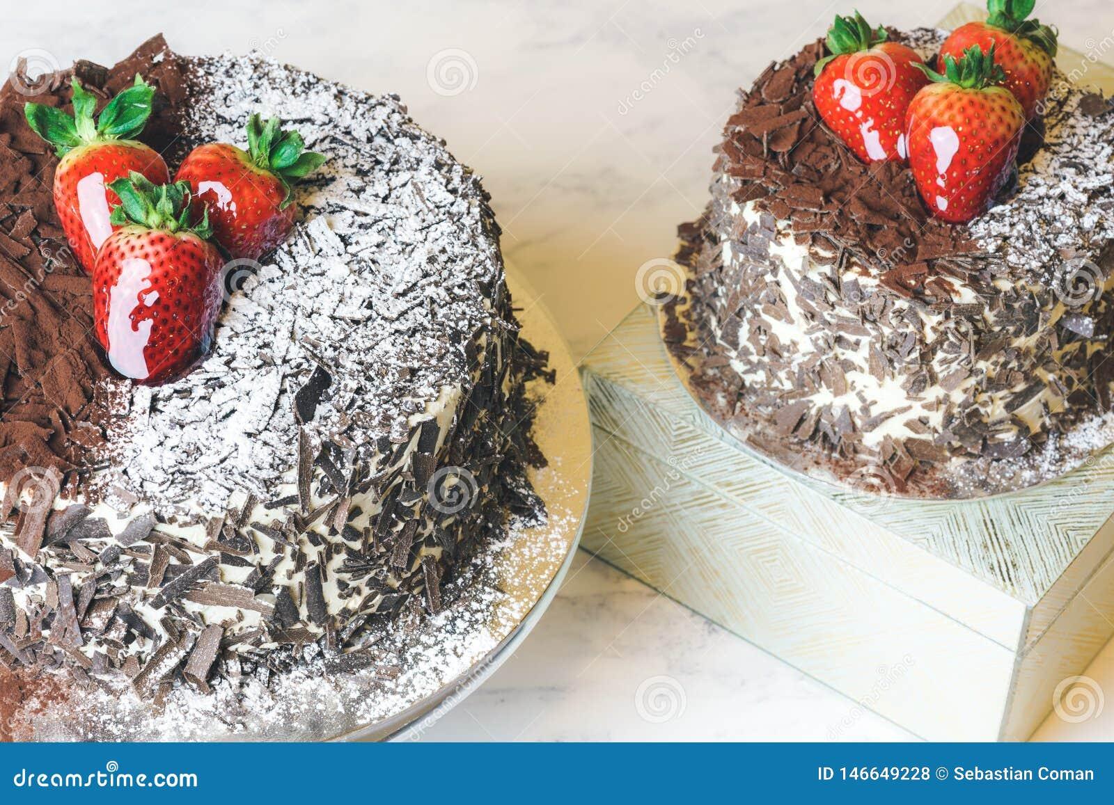 Svart cakeskog Schwarzwald Torte med choklad och jordgubben