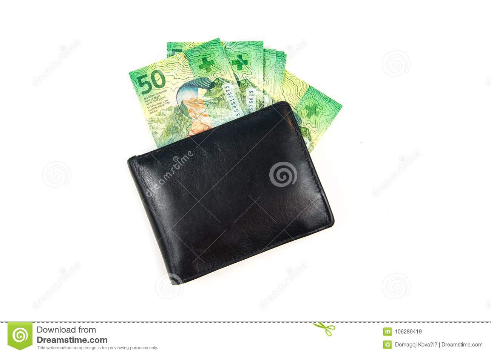 Svart läderplånbok med schweizisk franc på vit bakgrund