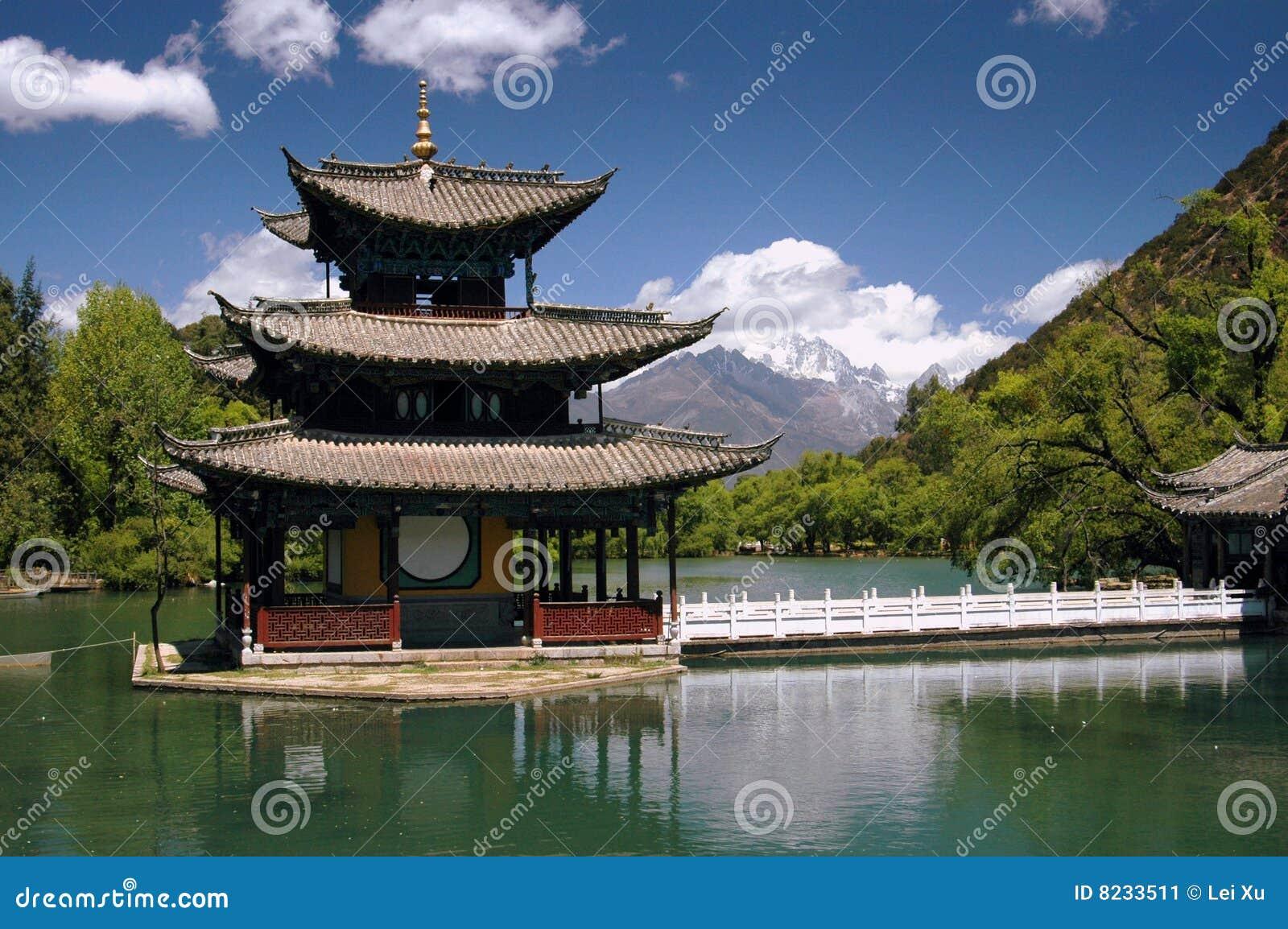 Svart pöl för pagoda för porslindrakelijiang