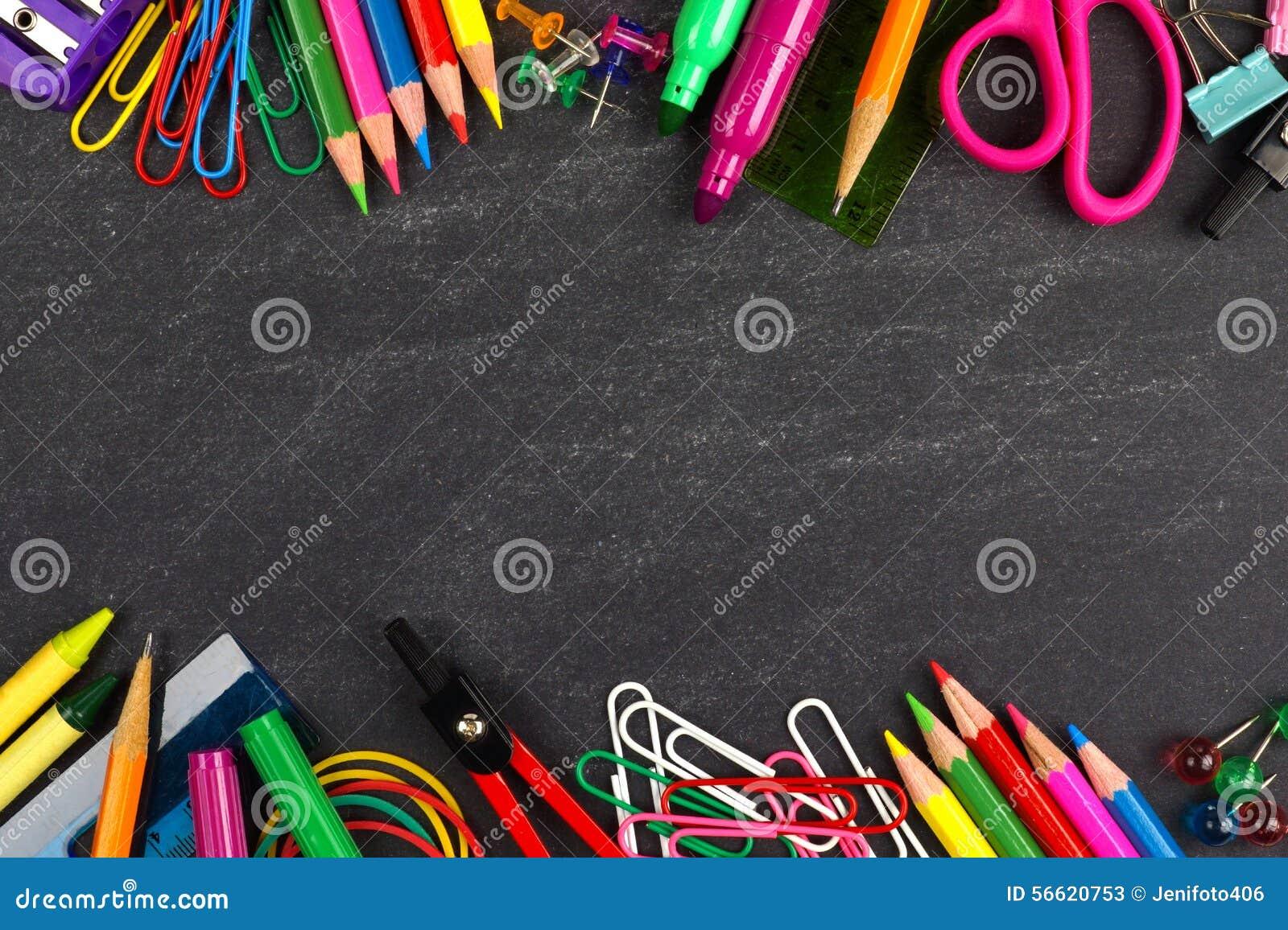 Svart tavla med ramen för skolatillförsel