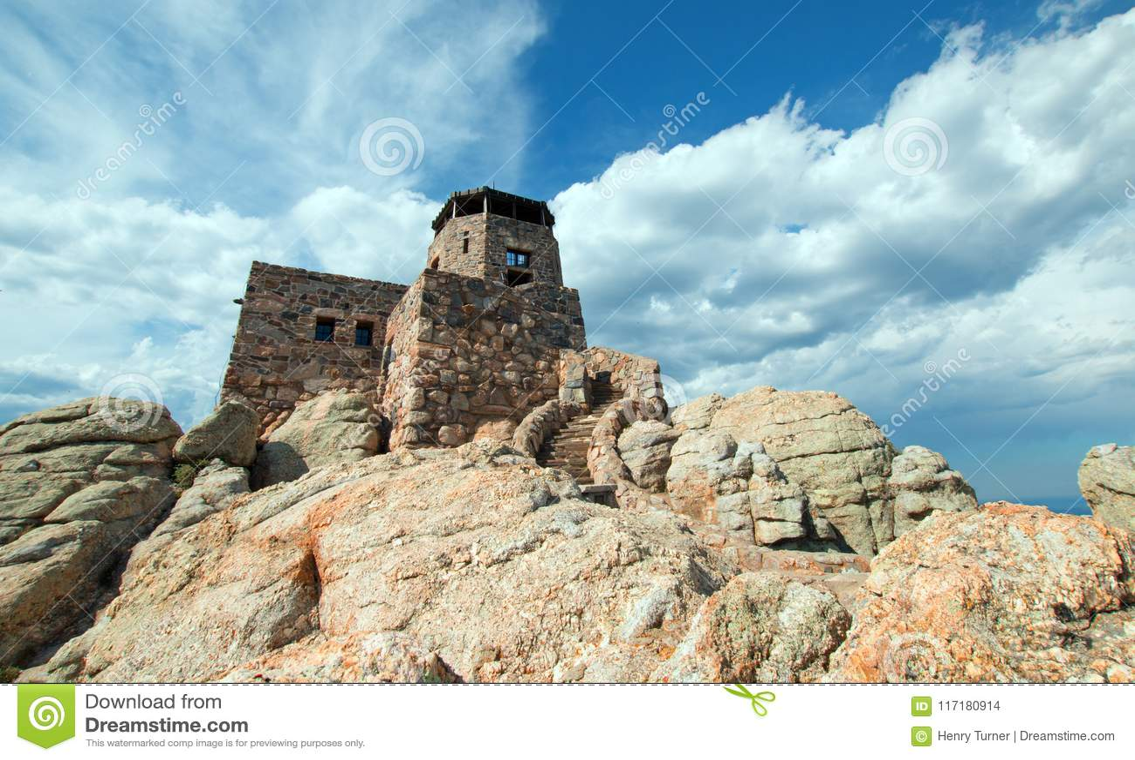 Svart torn för utkik för brand för älgmaximum [som förr är bekant som det Harney maximumet] i Custer State Park i Blacket Hills a
