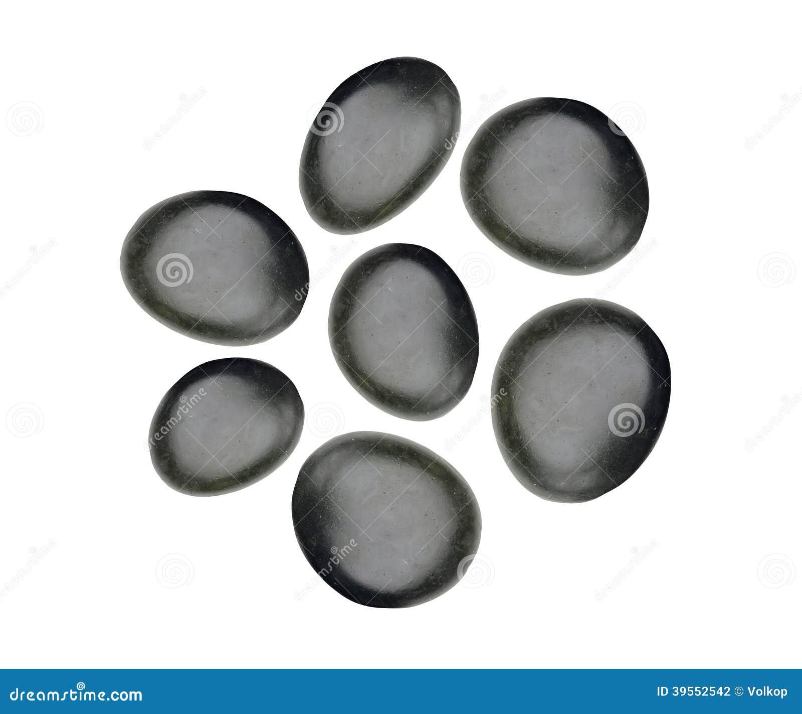 Svarta brunnsortstenar som isoleras på vit
