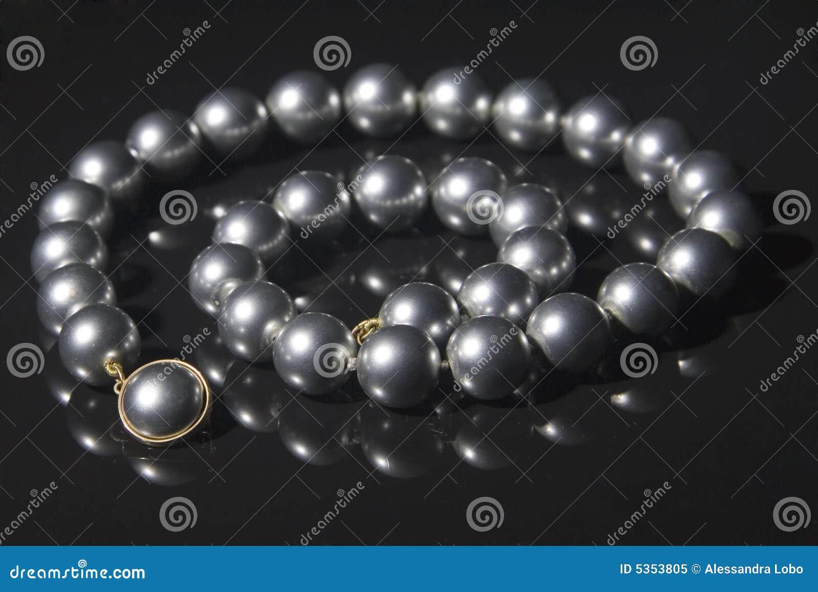 Svarta halsbandpärlor