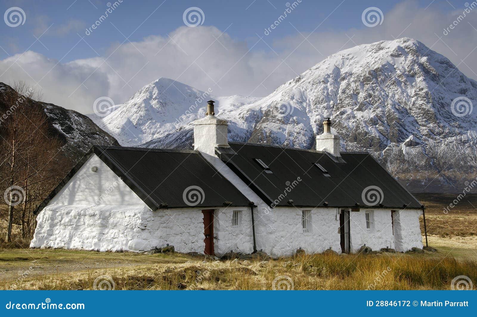 Svarten vaggar stugan, Glencoe, Skottland.
