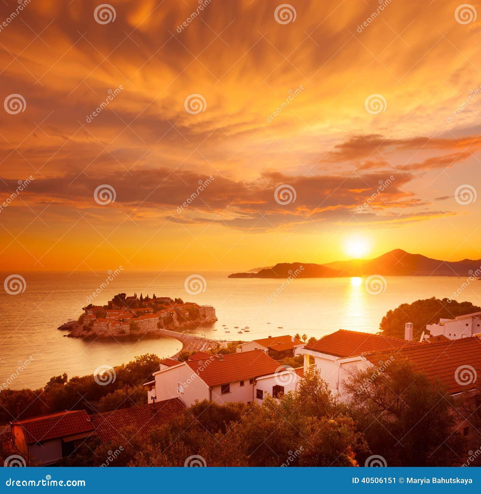 Sveti Stefan wyspa w Montenegro przy Adriatyckim morzem