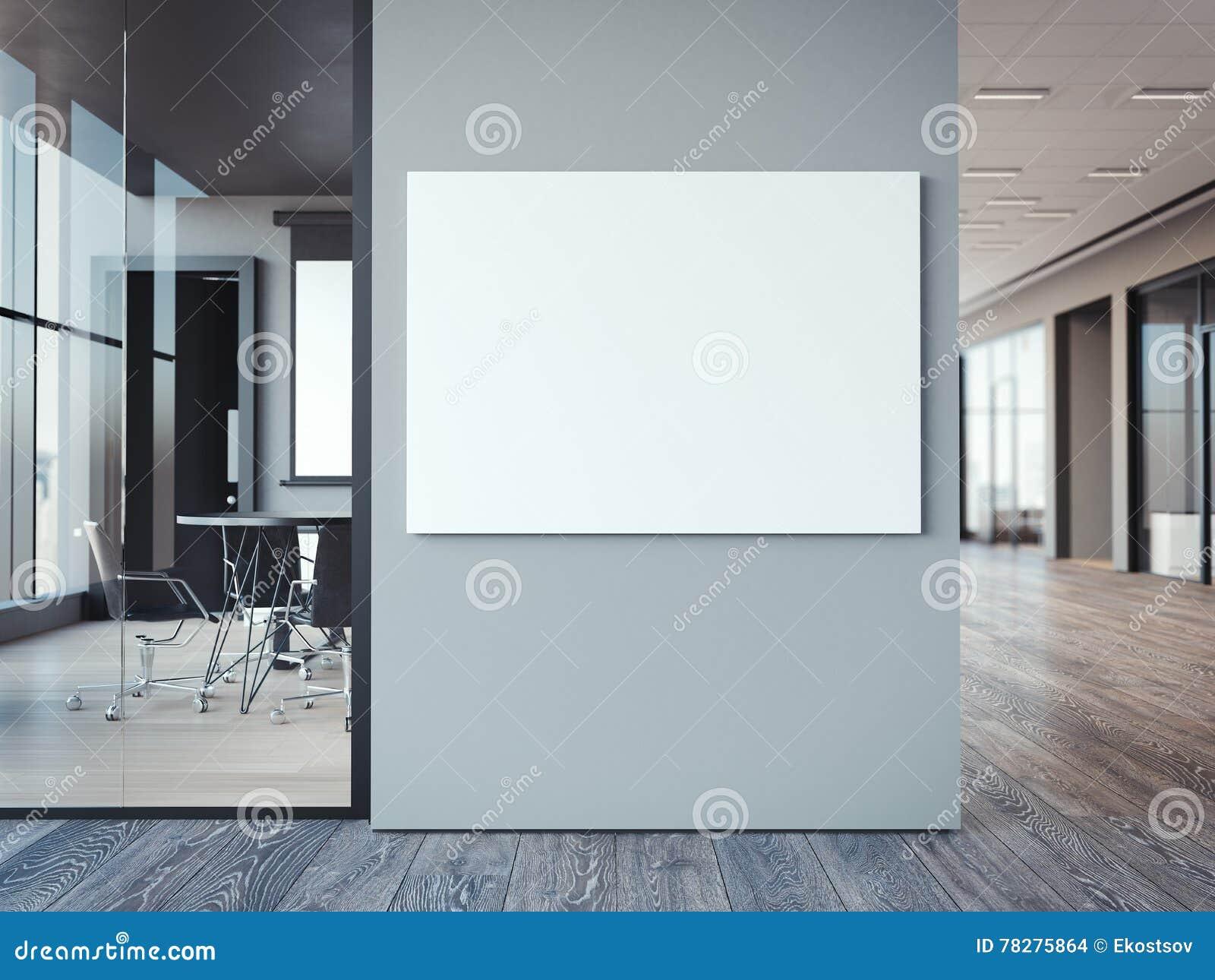 Pareti In Tela : Interno vuoto della stanza con tela bianca sulla parete nera a