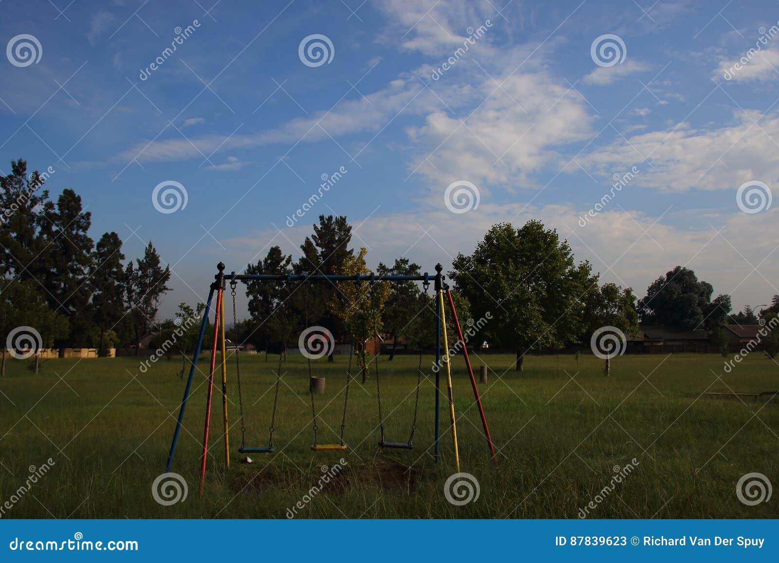 Svuoti le oscillazioni in un parco del gioco