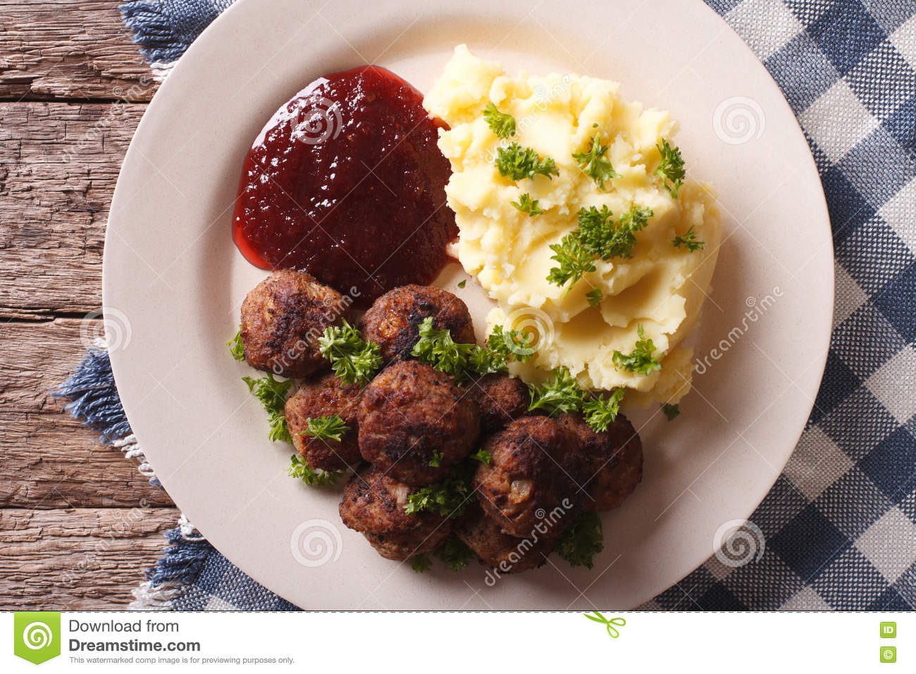 Cowberry sauce for meat. We give spiciness to the second dishes