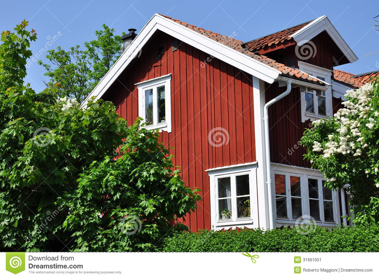 White Wood House : traditional red and white Swedish wood house.