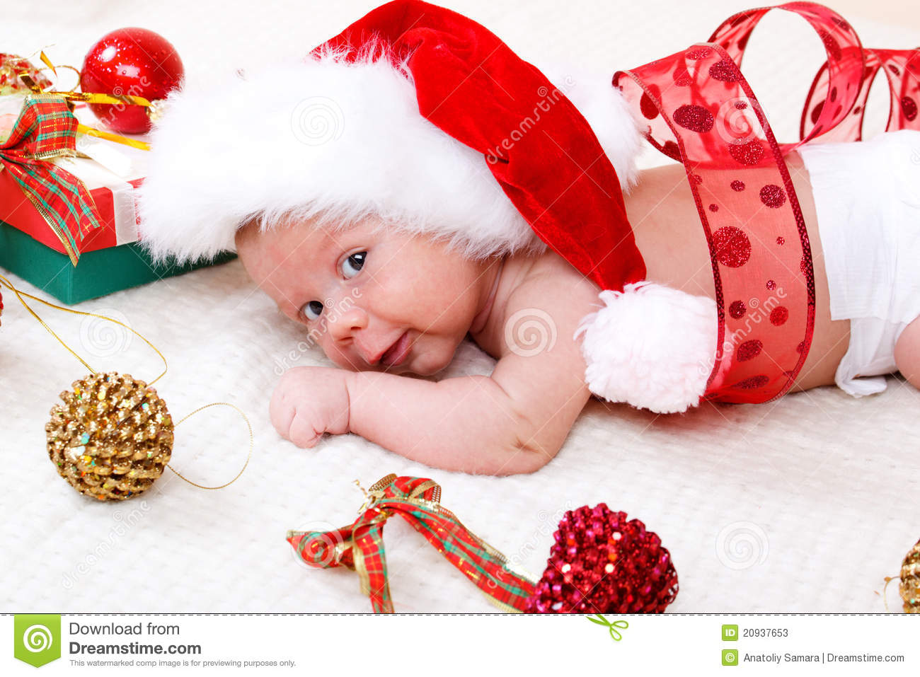 Sweet baby in christmas hat stock image image 20937653 for Cute baby christmas photo ideas