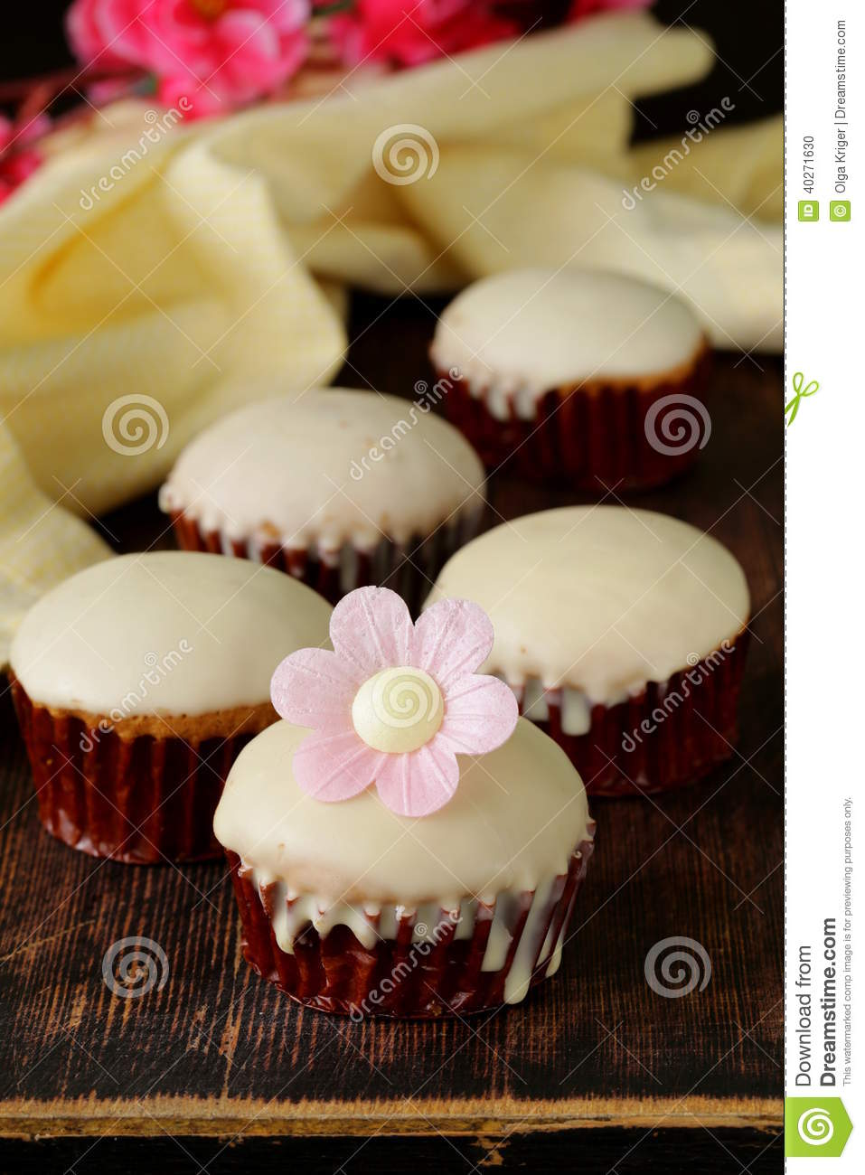 Sweet Cupcakes With Chocolate Stock Photo - Image: 40271630