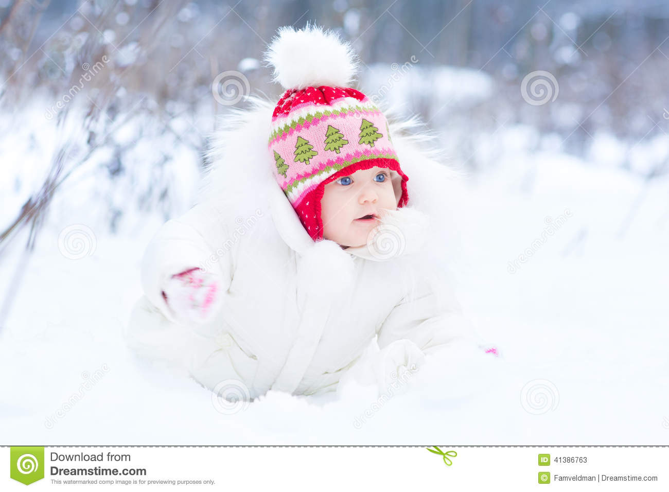 9882e6948 Sweet Little Baby Girl Playing In Snow Park Stock Image - Image of ...