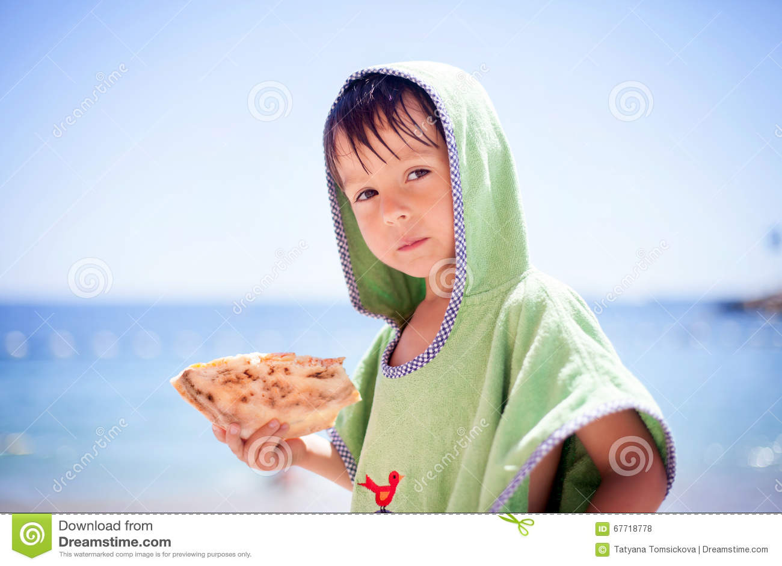 Boy eating pizza in kitchen vector illustration - Si puo fare il bagno dopo mangiato ...
