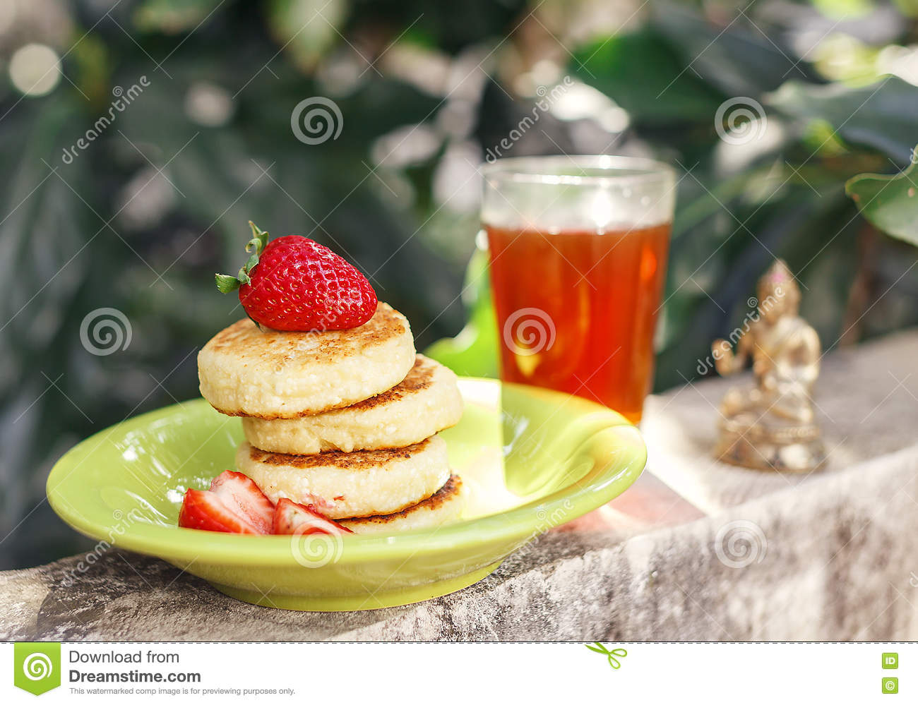 Sweet ricotta pancakes with tea in the garden