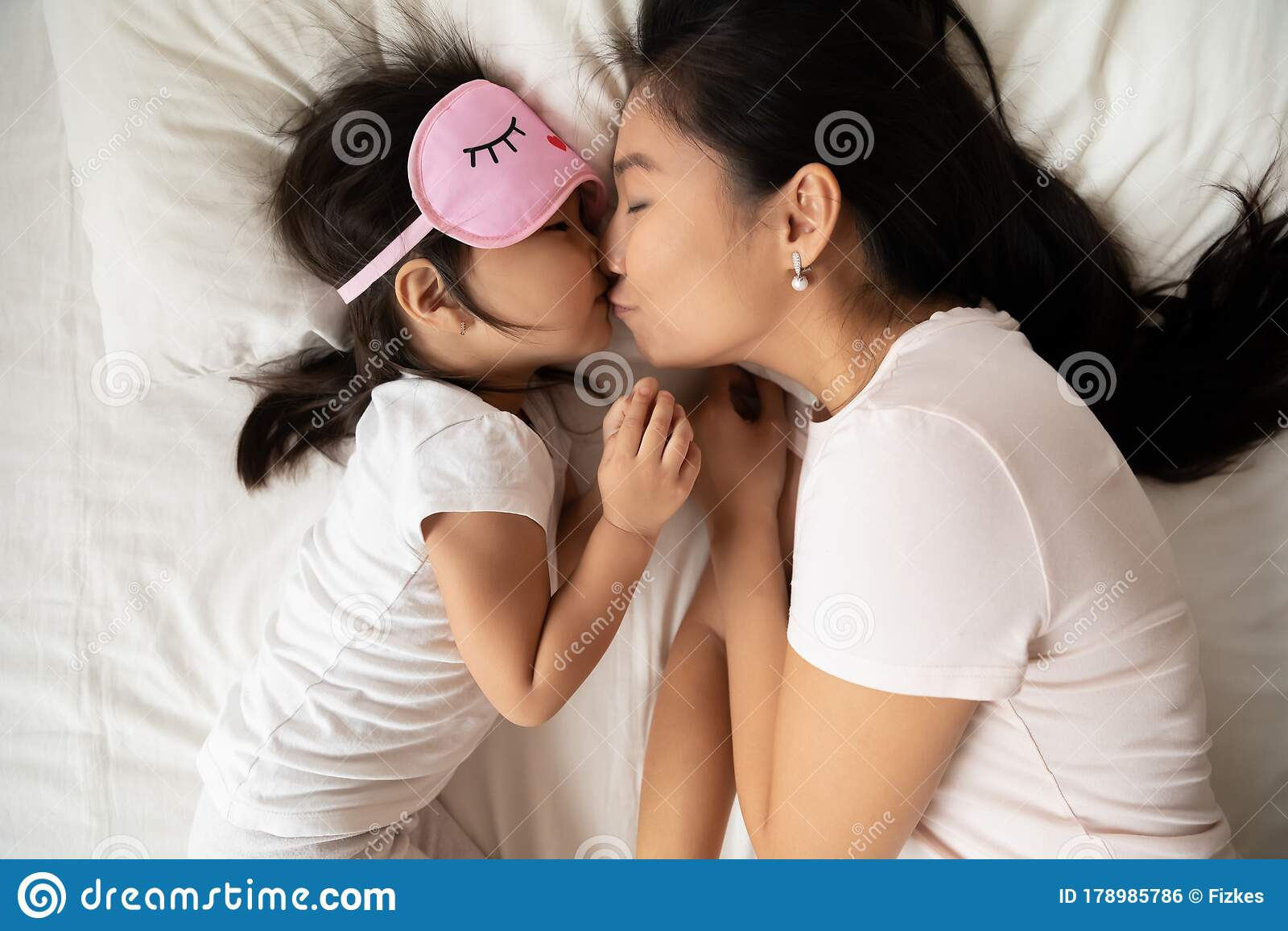Asian Girls Face Pissing