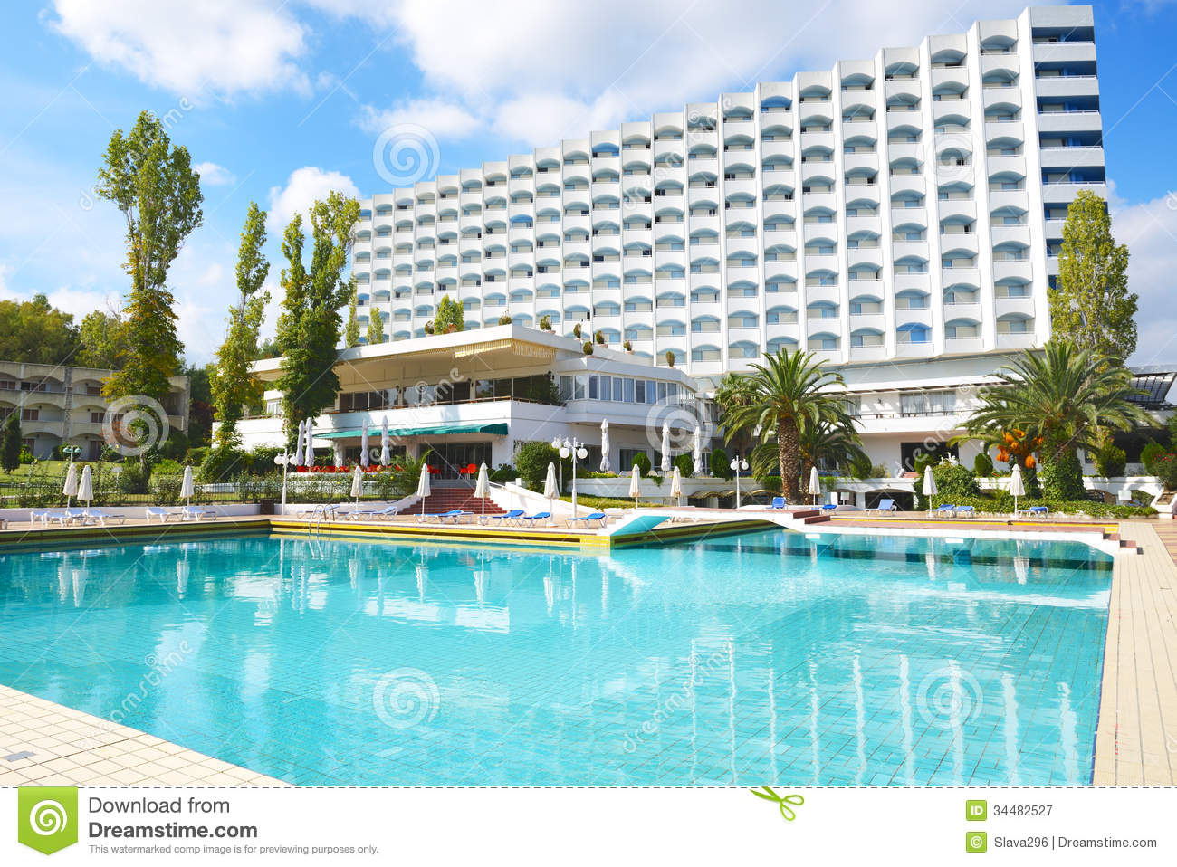 Swimming Pool Hotel : Swimming pool and building of the luxury hotel stock image