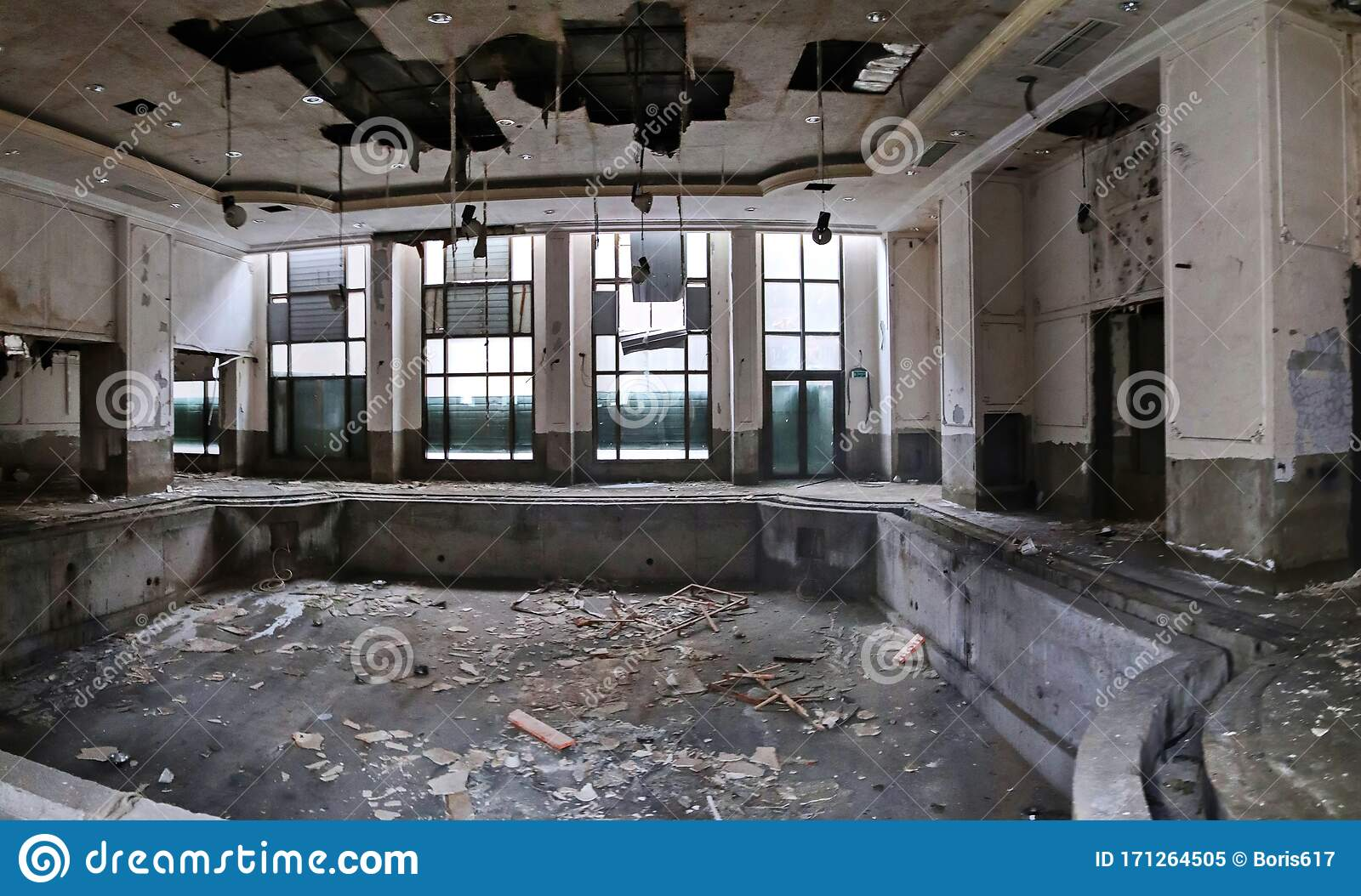 Swimming Pool In A Dilapidated Abandoned Hotel Stock Image Image Of Hotel Decay 171264505