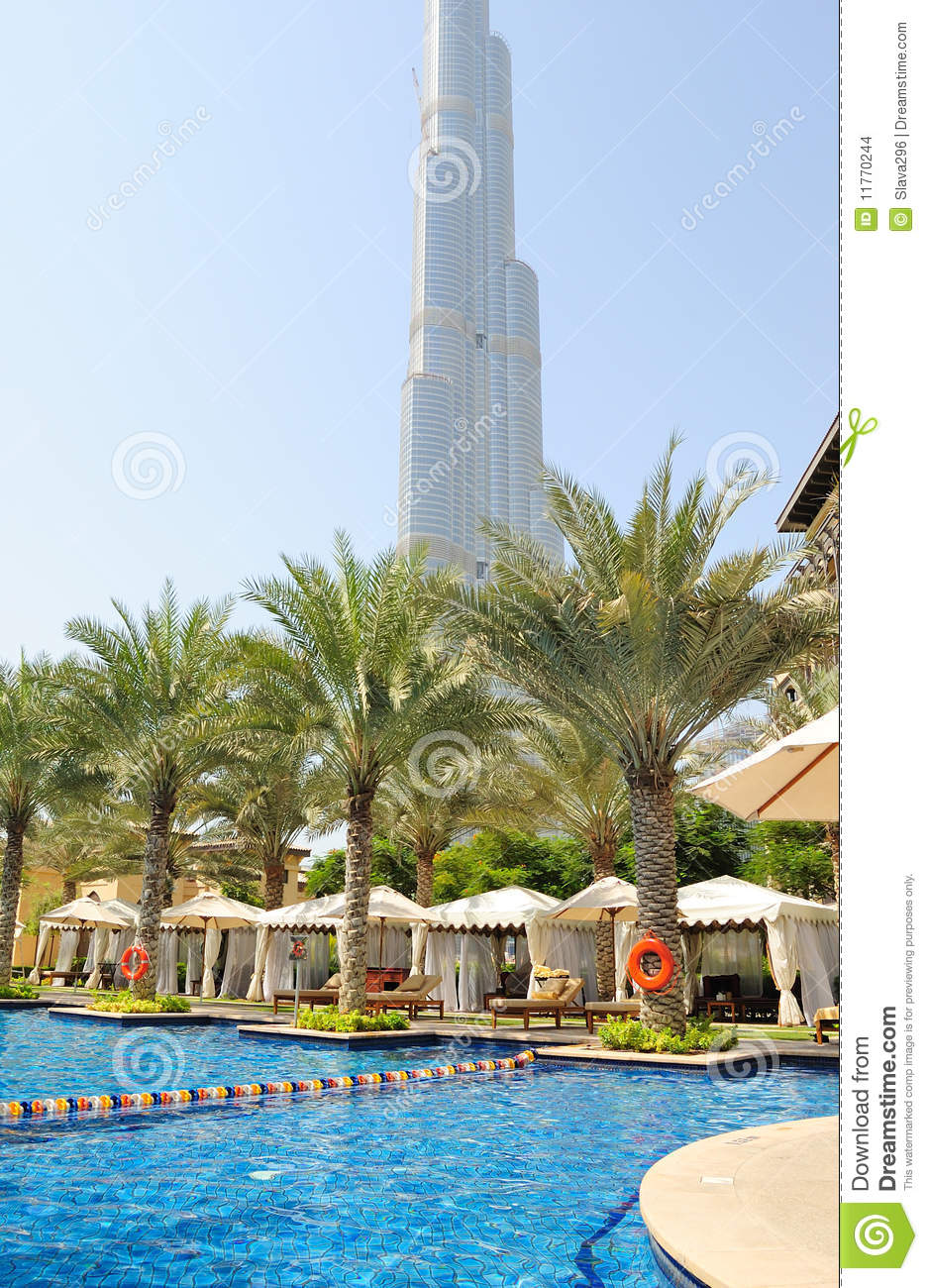 Swimming pool at luxury hotel in dubai downtown stock for Best hotels in downtown dubai