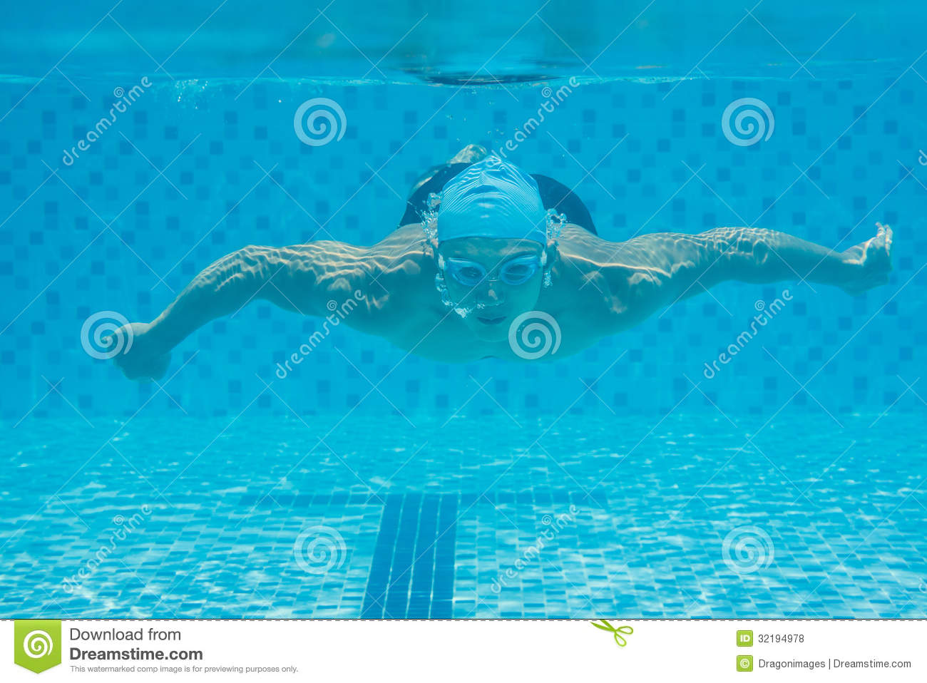 Swimming Underwater Royalty Free Stock Photos - Image ...