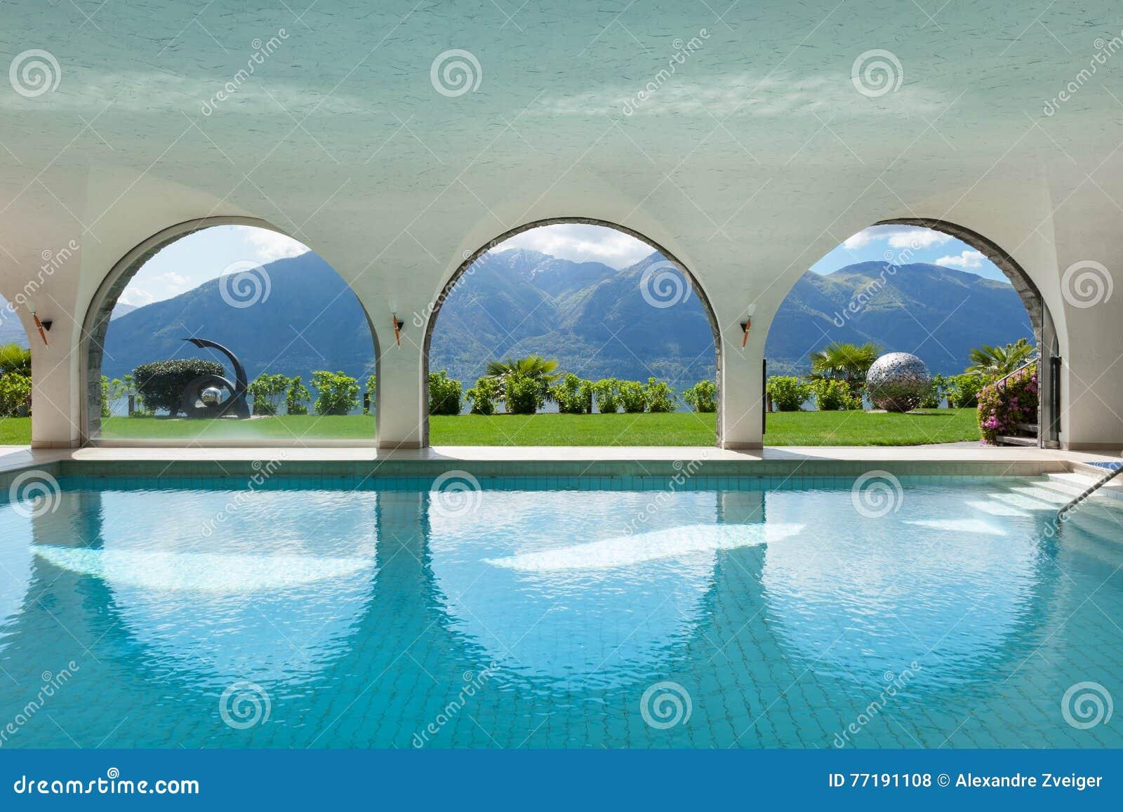 Swimmingpool eines Landhauses, Innen