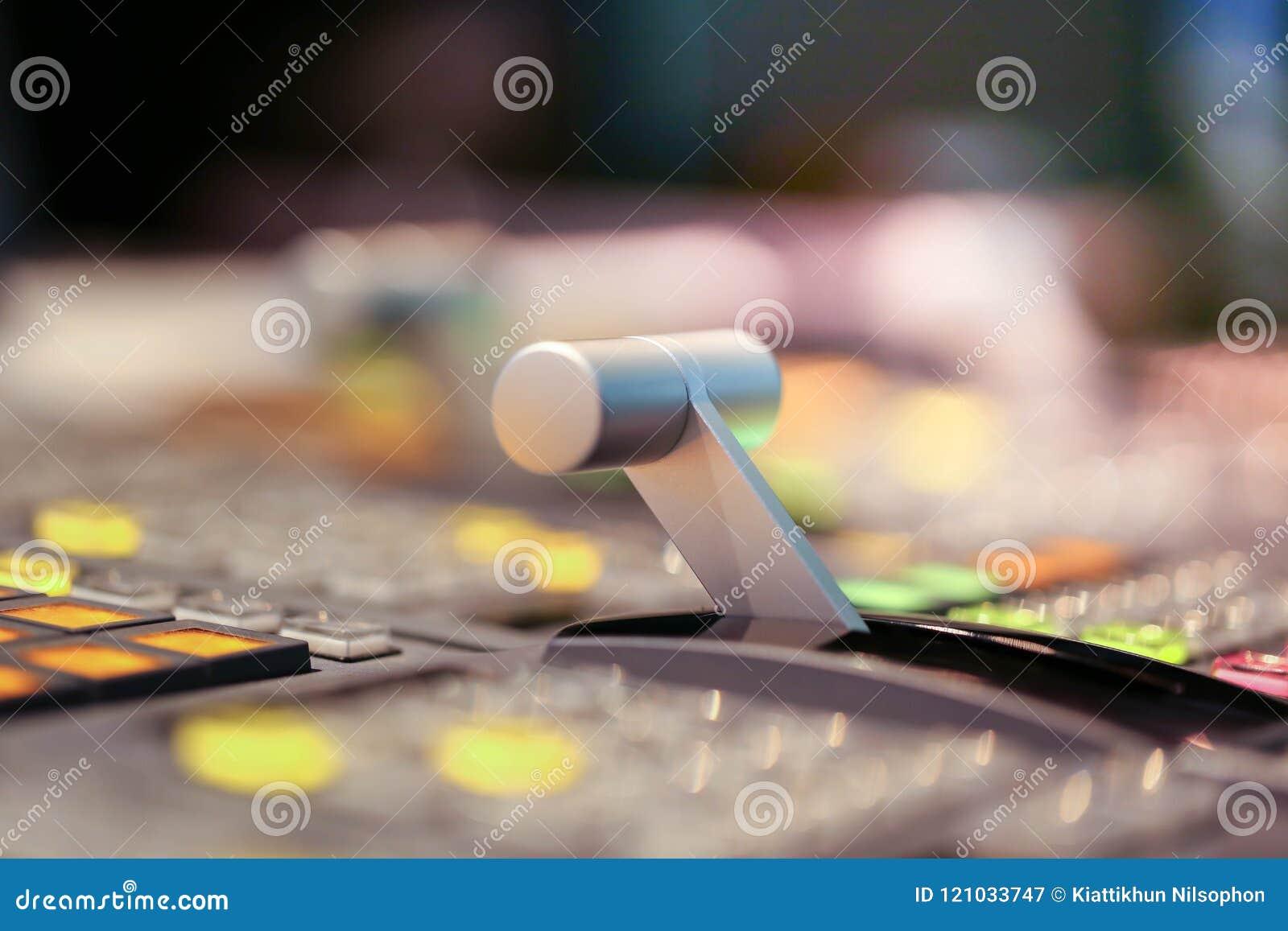 Switcher zapina w pracownianej staci telewizyjnej, audio i wideo, Productio