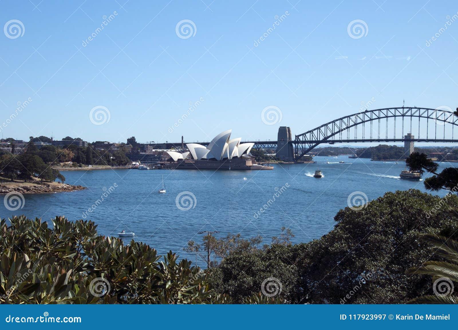 Sydney Australia Sep 17 2017, Landschap van de haven met inbegrip van het iconische operahuis, brug en botanische tuinen van tuin
