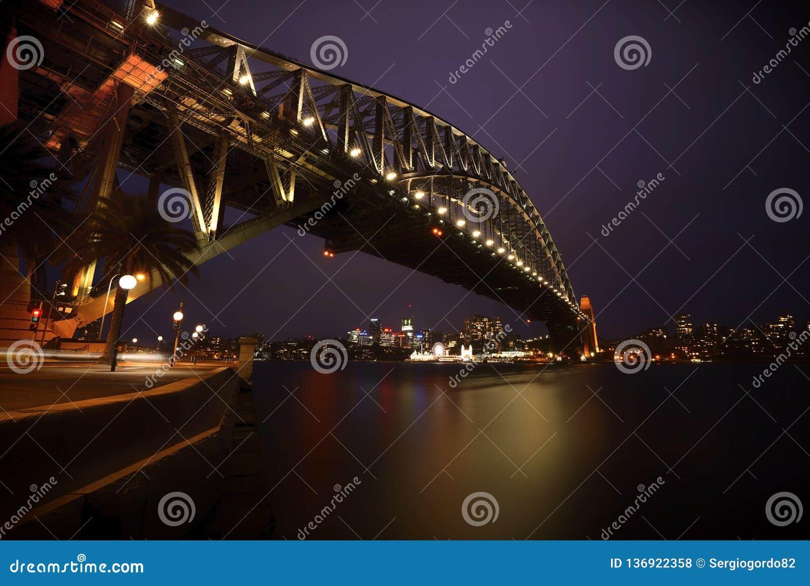 Sydney Harbor Bridge, Sydney, Australia alla notte
